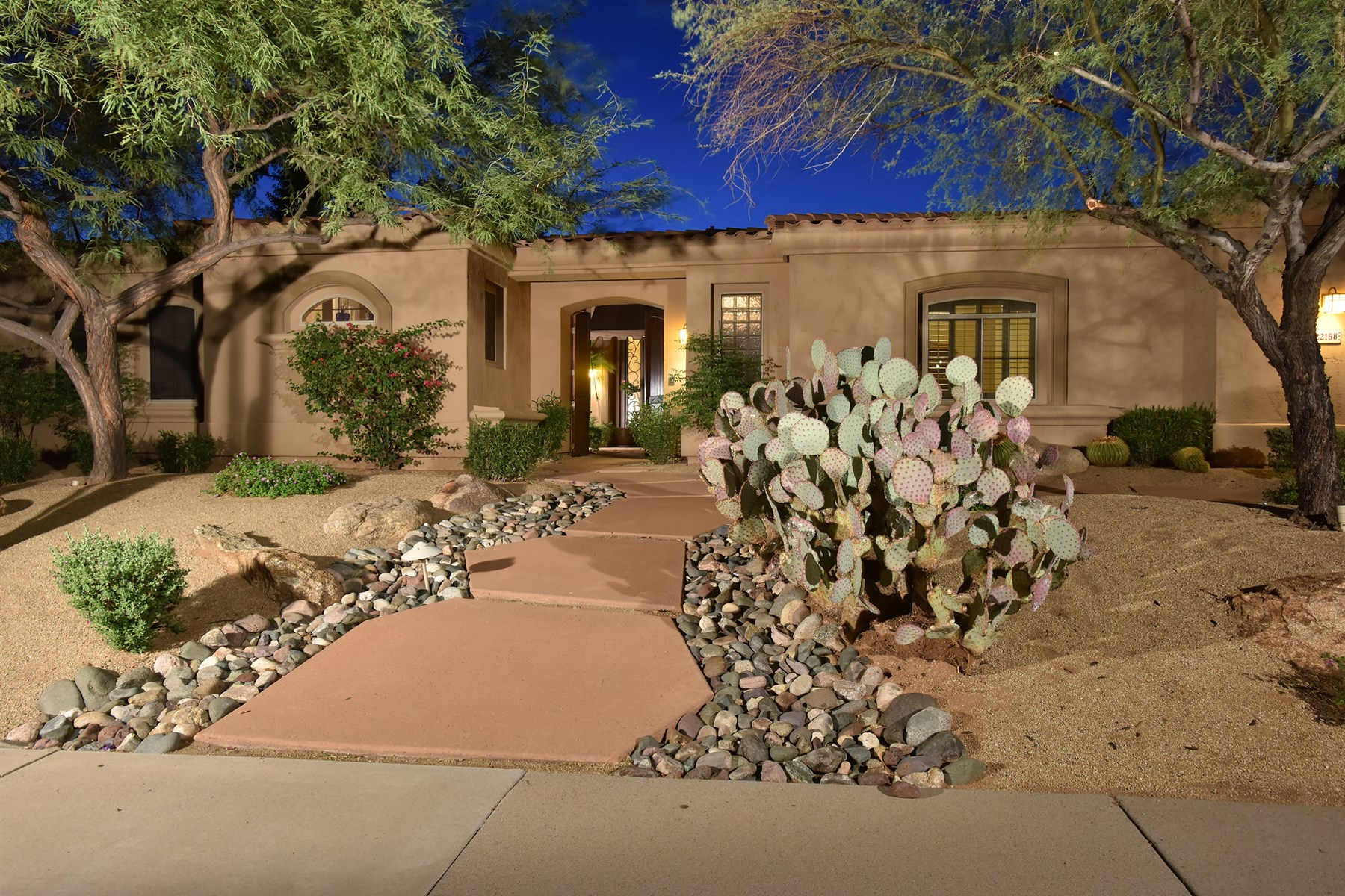 獨棟家庭住宅 為 出售 在 Exceptional opportunity to own a beautifully updated home in gated Scottsdale 22168 N 79th Pl Scottsdale, 亞利桑那州 85255 美國