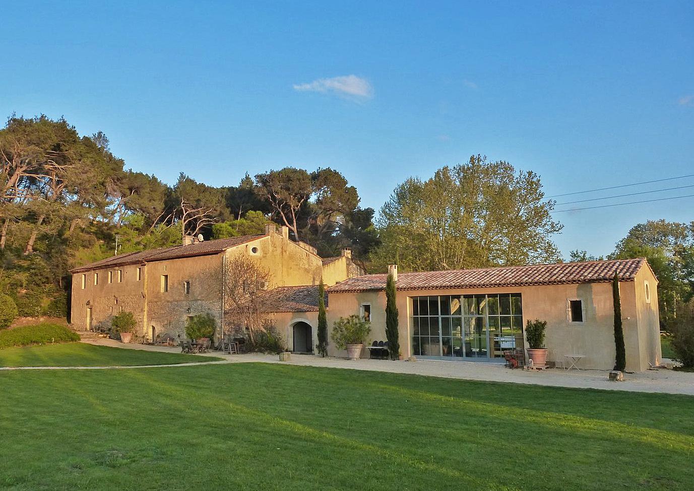 Ферма / ранчо / плантация для того Аренда на Large 16th-17th century farmhouse in Provence Saint Remy De Provence, Прованс-Альпы-Лазурный Берег 13210 Франция