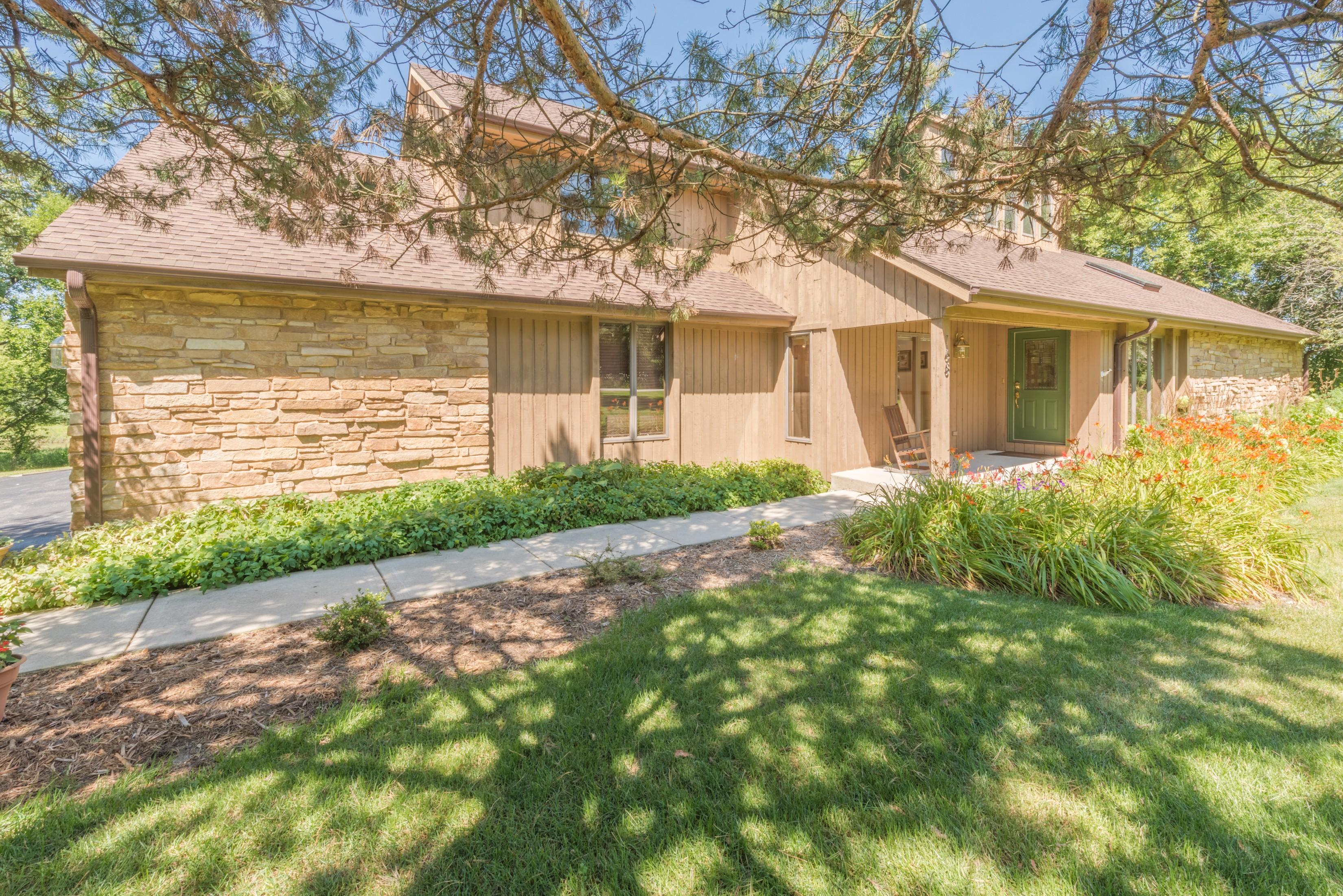Частный односемейный дом для того Продажа на Classic Contemporary 168 N Buckley Road Barrington Hills, Иллинойс, 60010 Соединенные Штаты