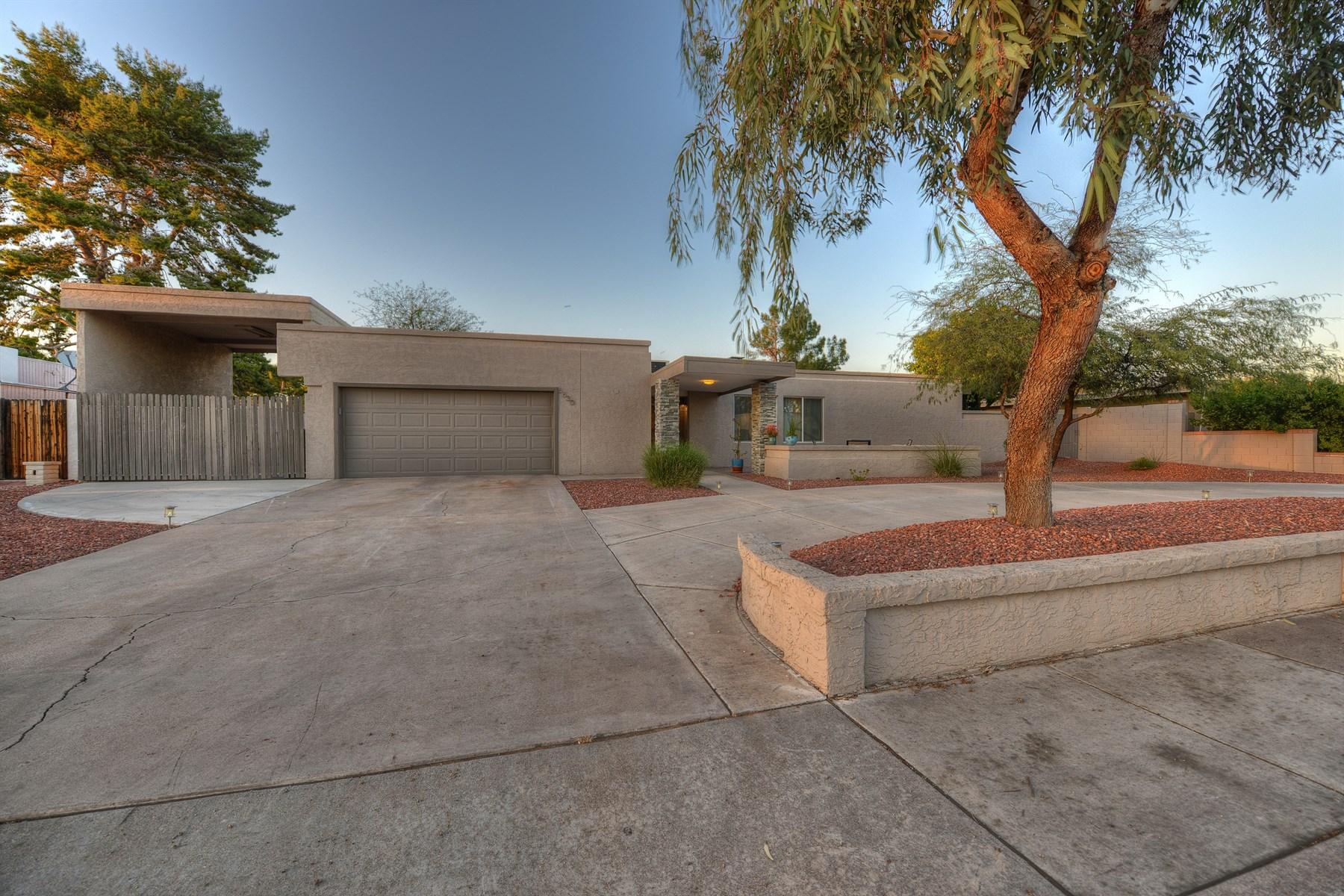 단독 가정 주택 용 매매 에 Stunning contemporary remodel in Raskin Estates 6630 E Sweetwater Ave Scottsdale, 아리조나 85254 미국