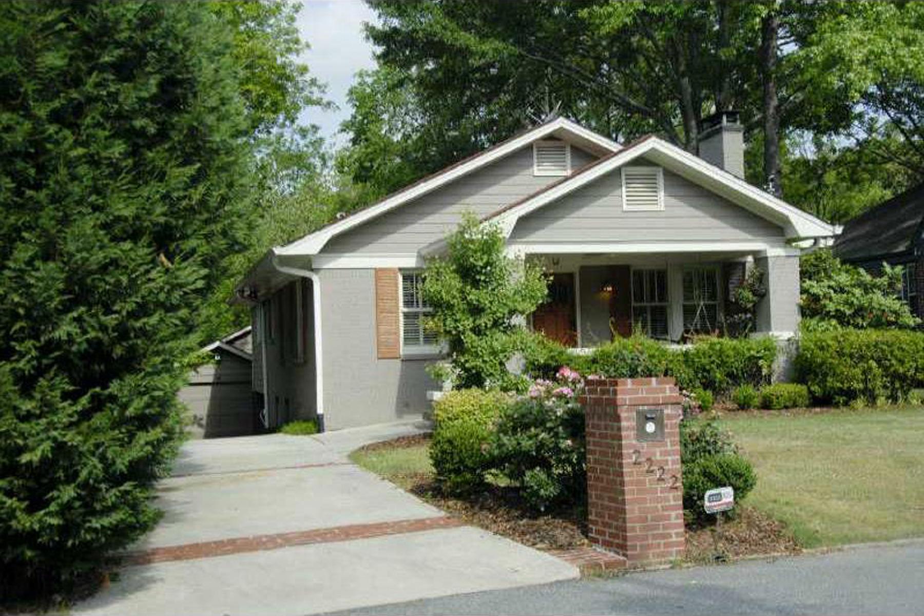 Maison unifamiliale pour l Vente à Unbelievable Value In Peachtree Hills 2222 Willow Avenue Peachtree Hills, Atlanta, Georgia, 30305 États-Unis