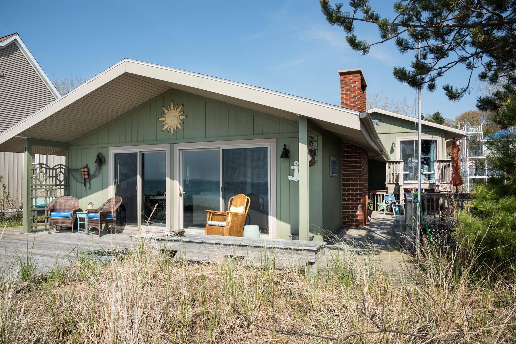 Vivienda unifamiliar por un Venta en Beautiful Lake Michigan Beach House 93 S. Beacon Drive Mears, Michigan, 49436 Estados Unidos