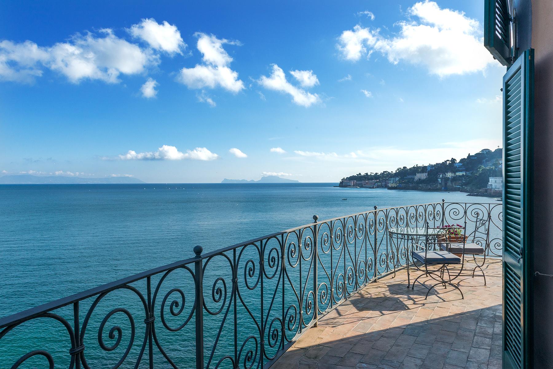 Additional photo for property listing at Historic home pied dans l'eau in Posillipo Via Posillipo Napoli, Naples 80123 Italy