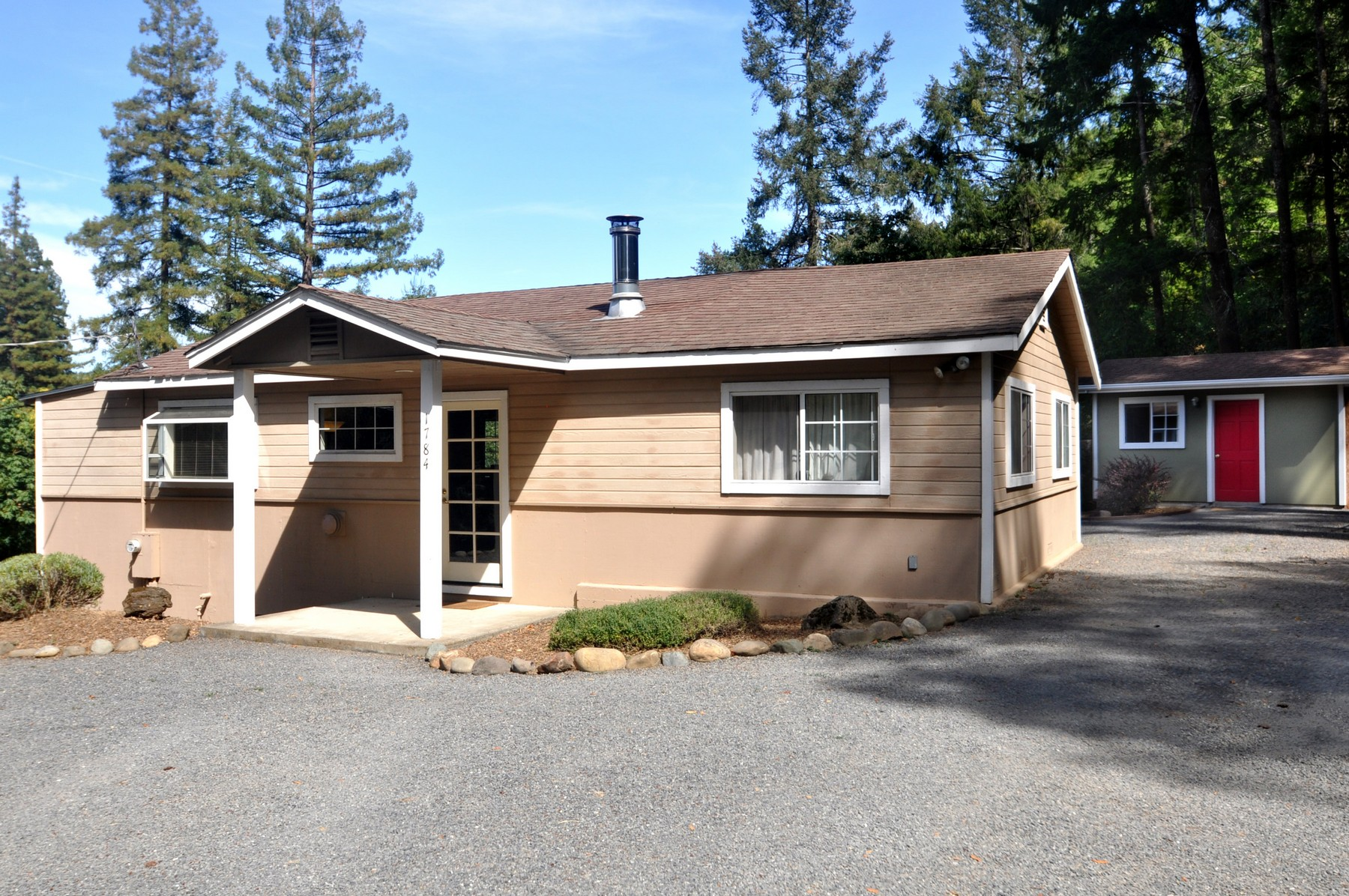 Casa para uma família para Venda às 1784 Riverview Drive Healdsburg, Califórnia 95448 Estados Unidos