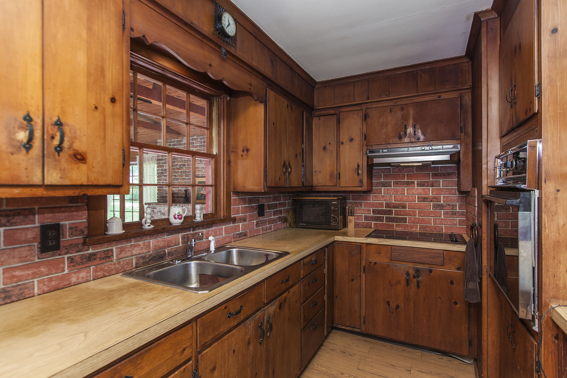Additional photo for property listing at Charming, Steeply Gabled Home 33 Lincoln Avenue 兰伯特维尔, 新泽西州 08530 美国
