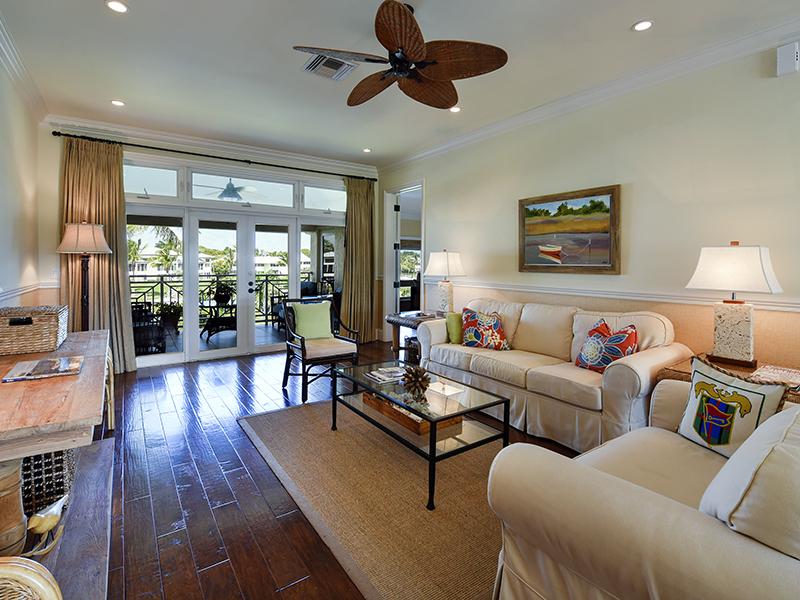 Copropriété pour l Vente à Gorgeous Waterfront Condominium at Ocean Reef 32 Marlin Lane, Unit B Ocean Reef Community, Key Largo, Florida 33037 États-Unis