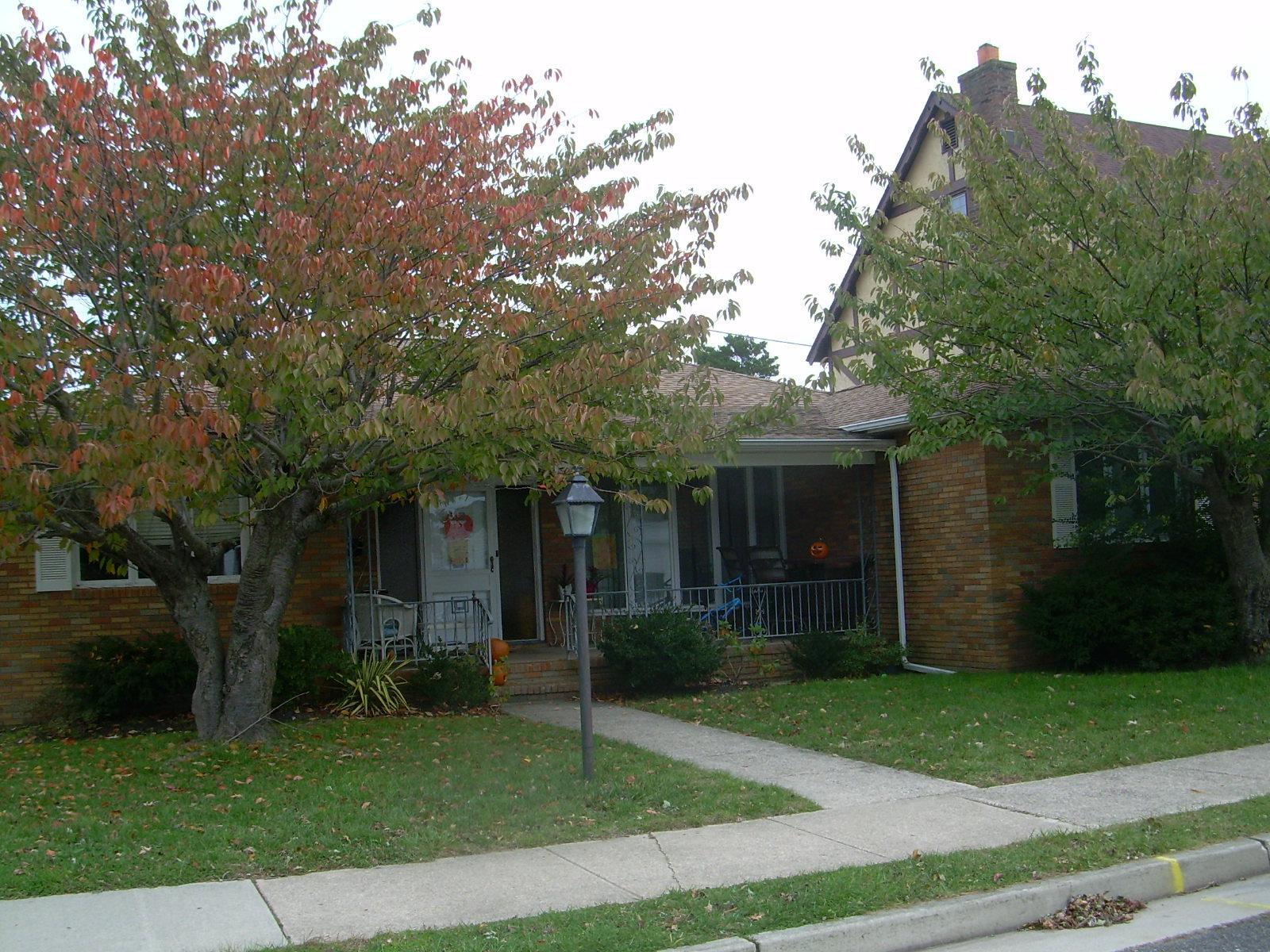 sales property at 425 N Douglas Ave