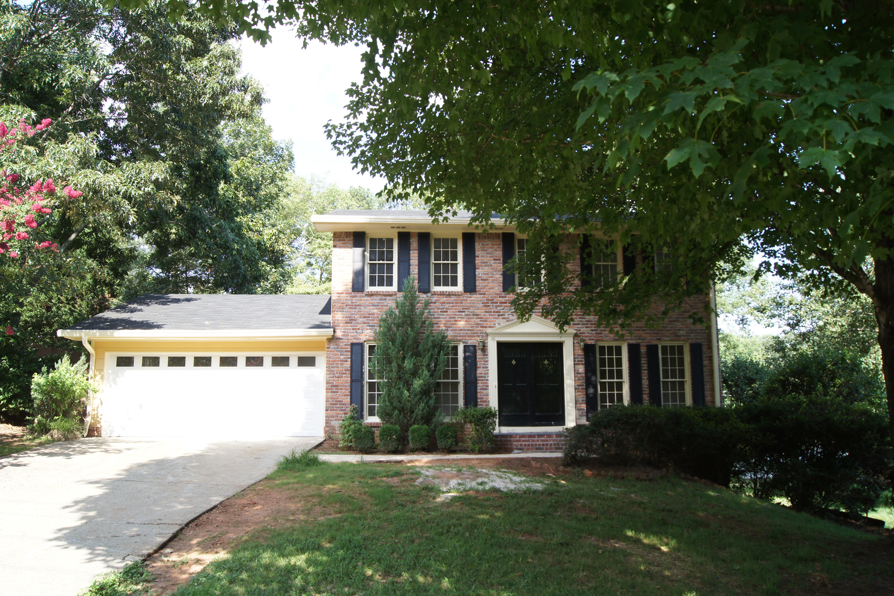 Additional photo for property listing at Brick Traditional In Great Location 3001 Mountain Trace NE Roswell, Джорджия 30075 Соединенные Штаты