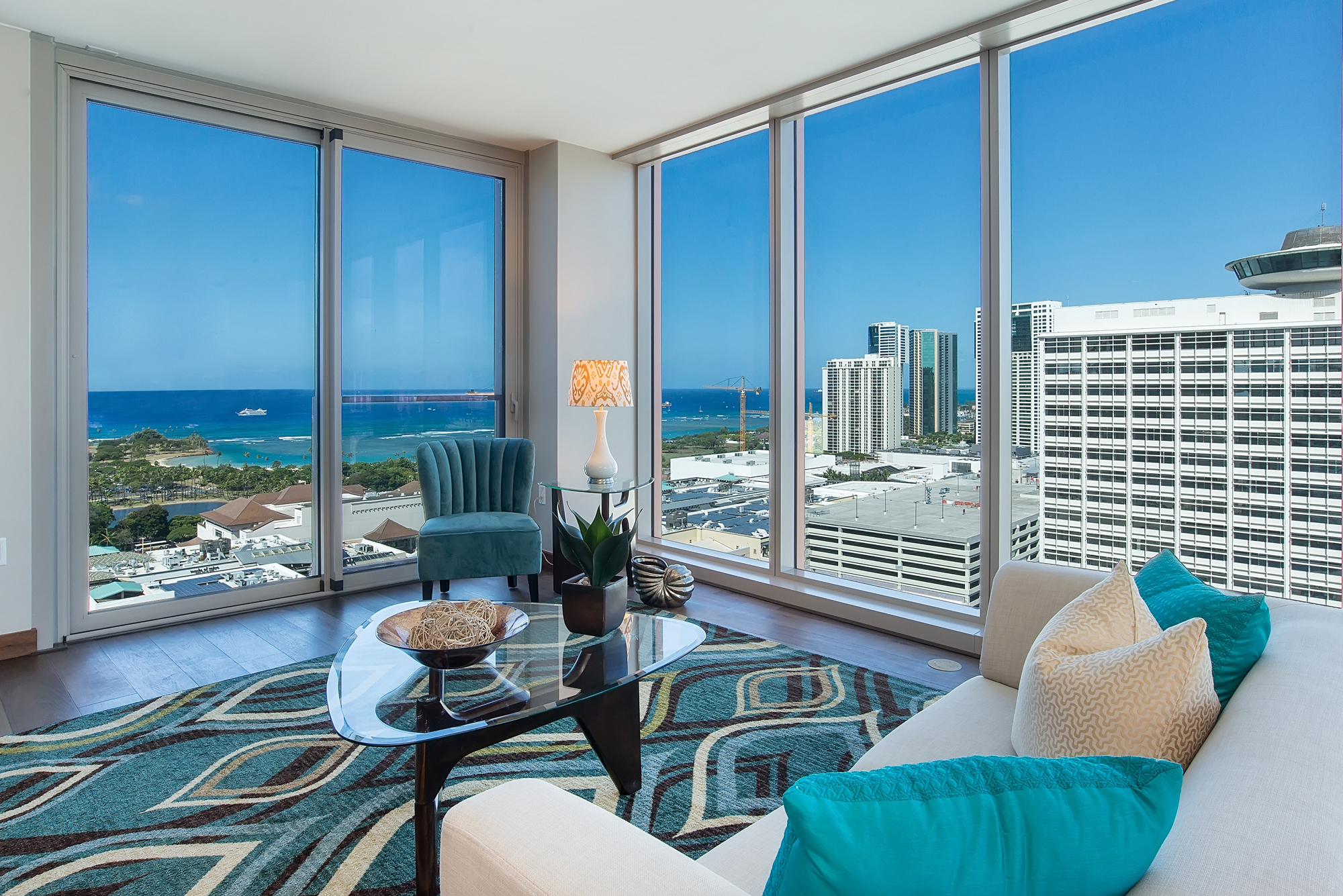 共管式独立产权公寓 为 销售 在 Penthouse Residence at ONE Ala Moana 1555 Kapiolani Boulevard #PH2107 Honolulu, 夏威夷 96814 美国