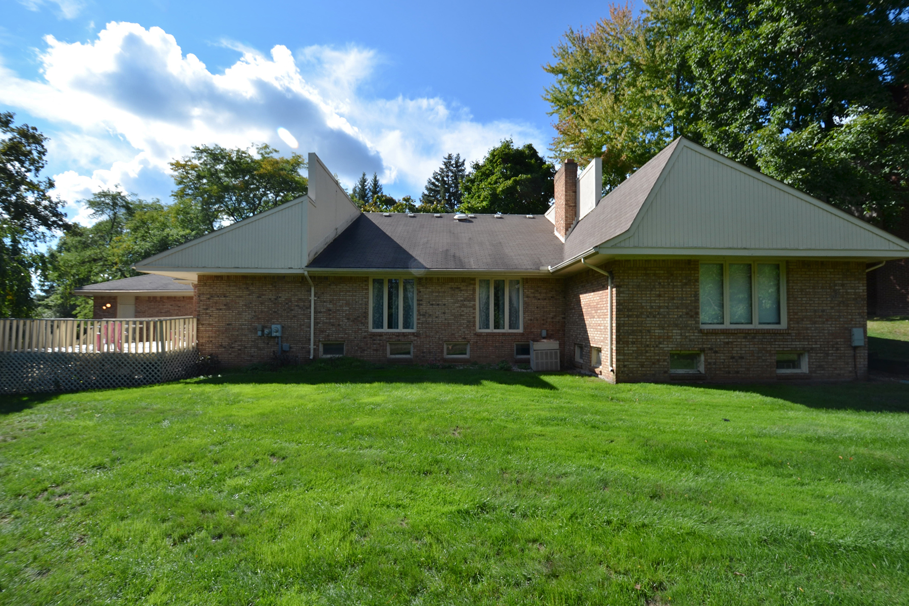 Single Family Home for Sale at West Bloomfield Township 2040 Wabeek Hill Court Bloomfield Hills, Michigan, 48302 United States