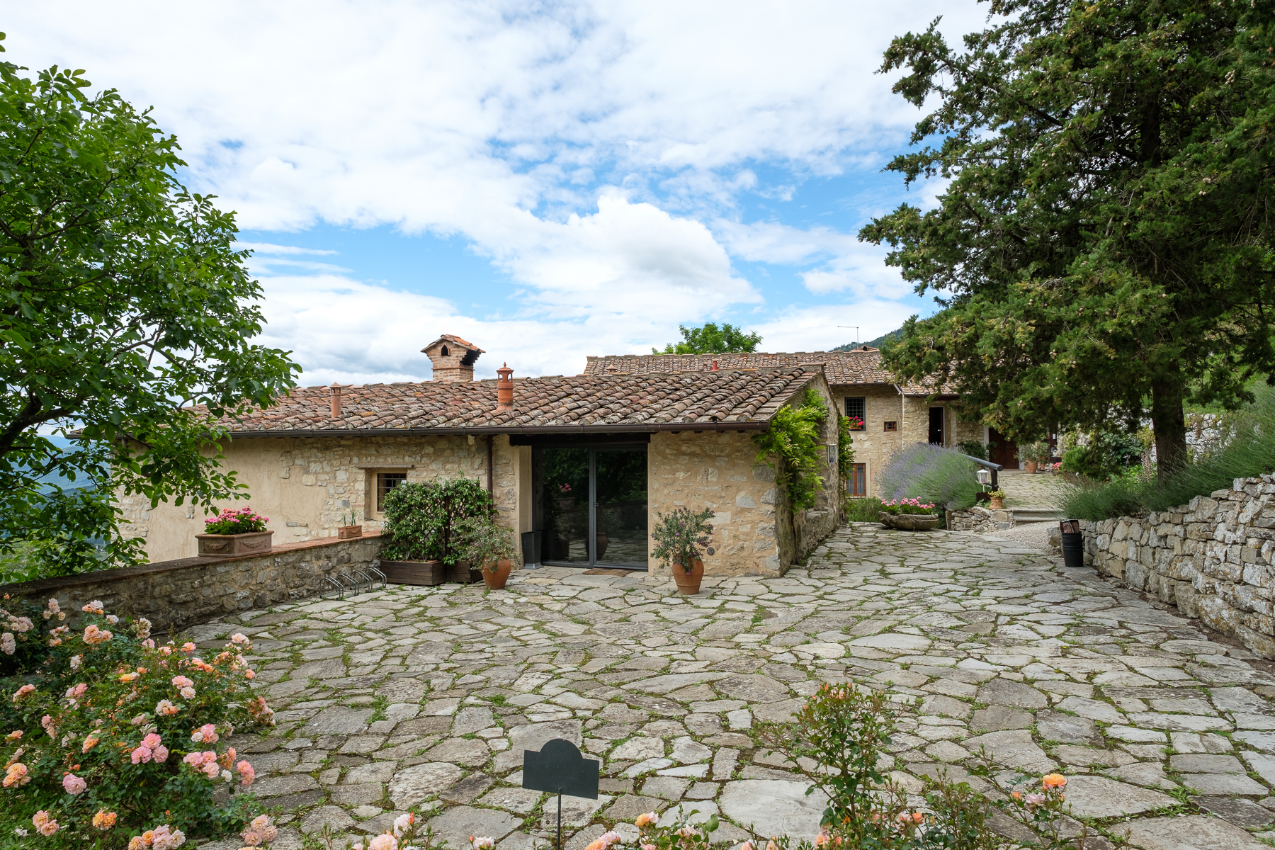 Additional photo for property listing at Antique convent on the hills of Florence Via di Vara e Lonciano Sesto Fiorentino, Florence 50019 Italie