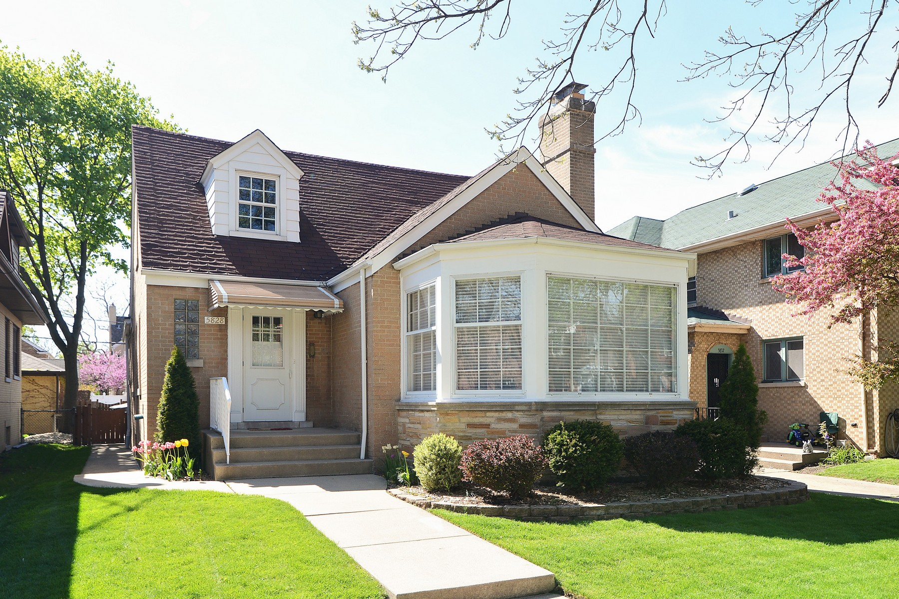 Single Family Home for Sale at Sunny Bungalow in Sauganash 5828 N Kilbourn Avenue Forest Glen, Chicago, Illinois, 60646 United States