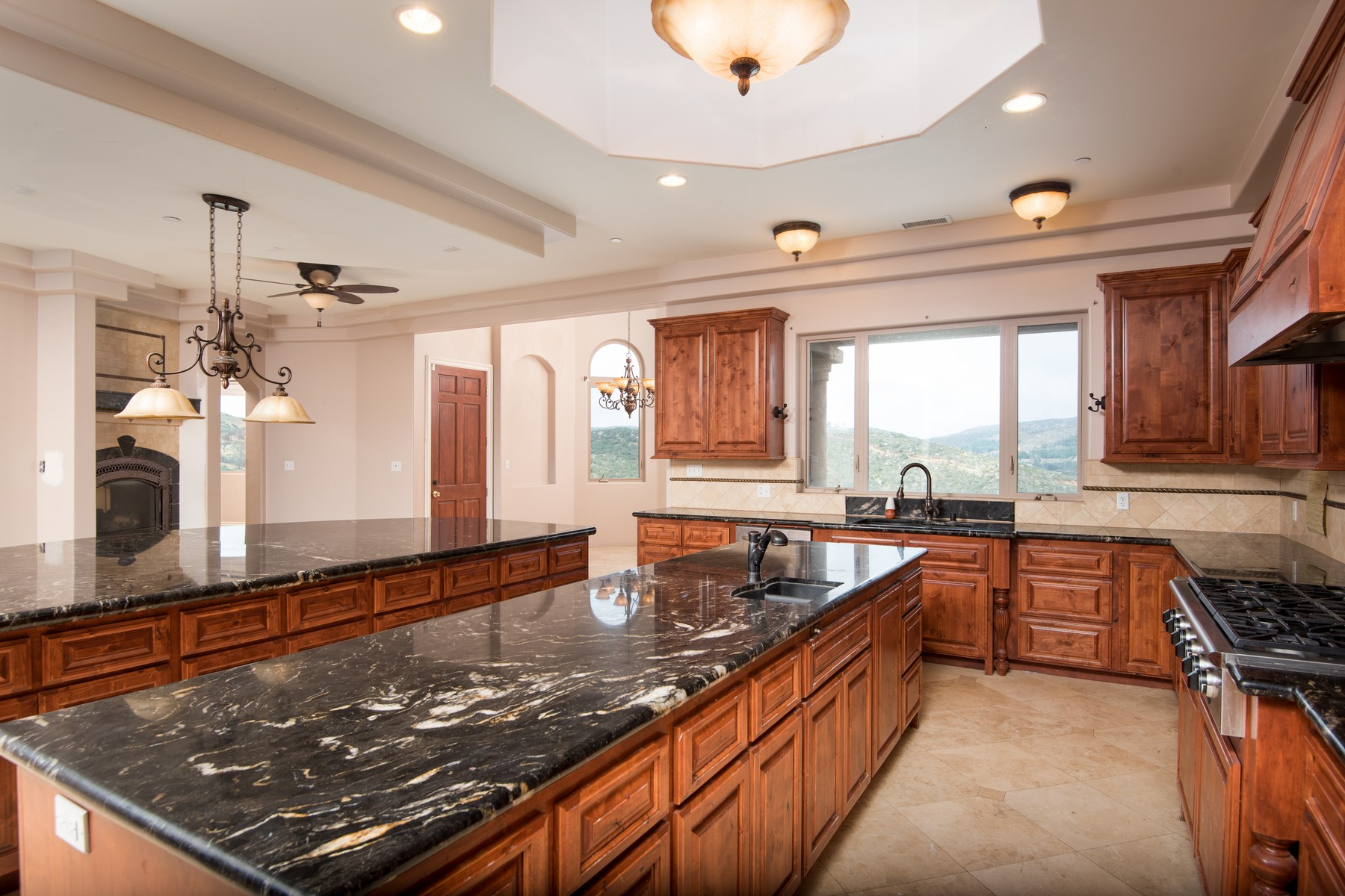 Maison unifamiliale pour l Vente à 20516 Rancho Villa Road Ramona, Californie 92065 États-Unis