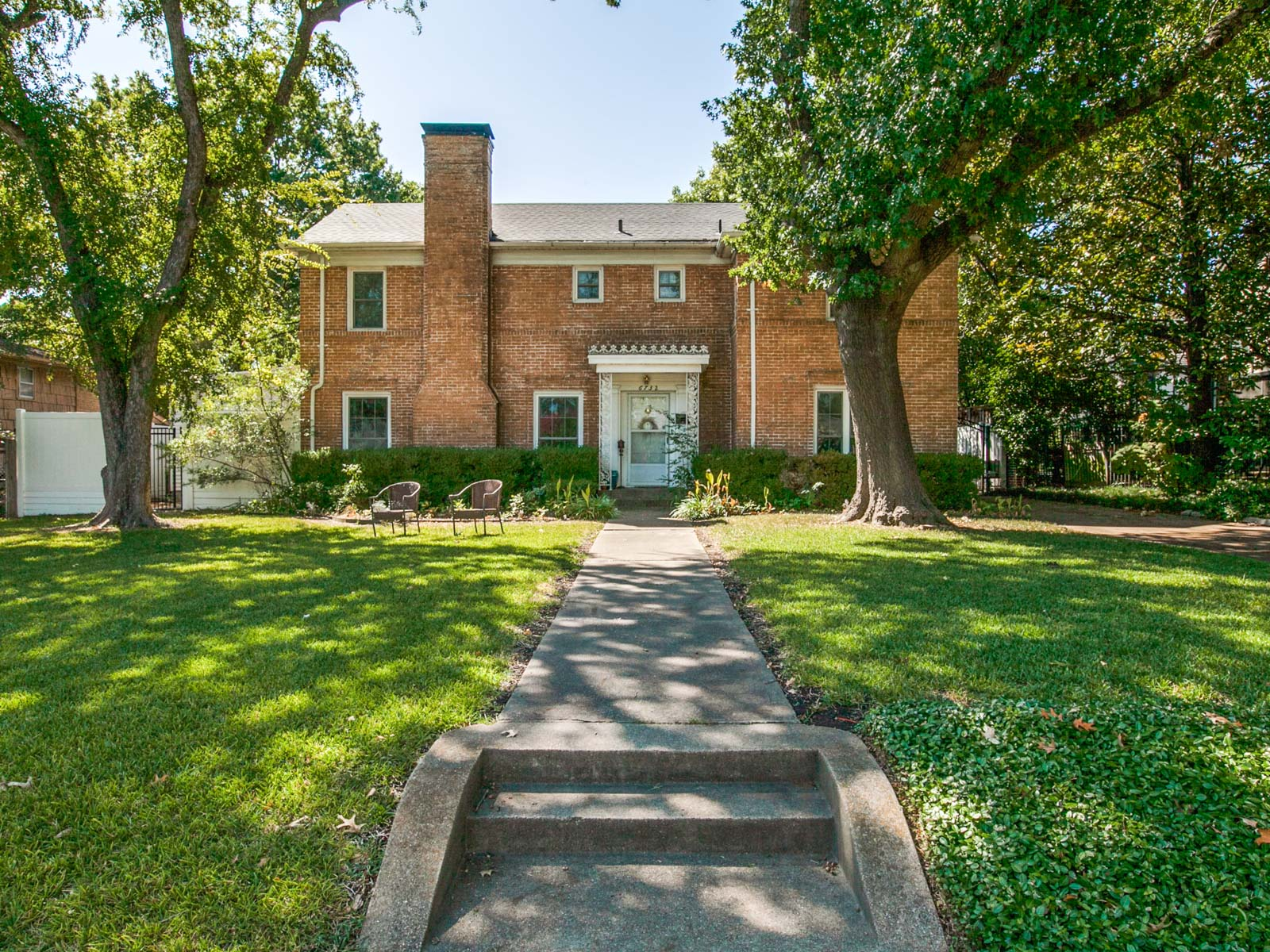 Single Family Home for Sale at Lakewood Traditional Home 6732 Lakeshore Drive Dallas, Texas 75214 United States