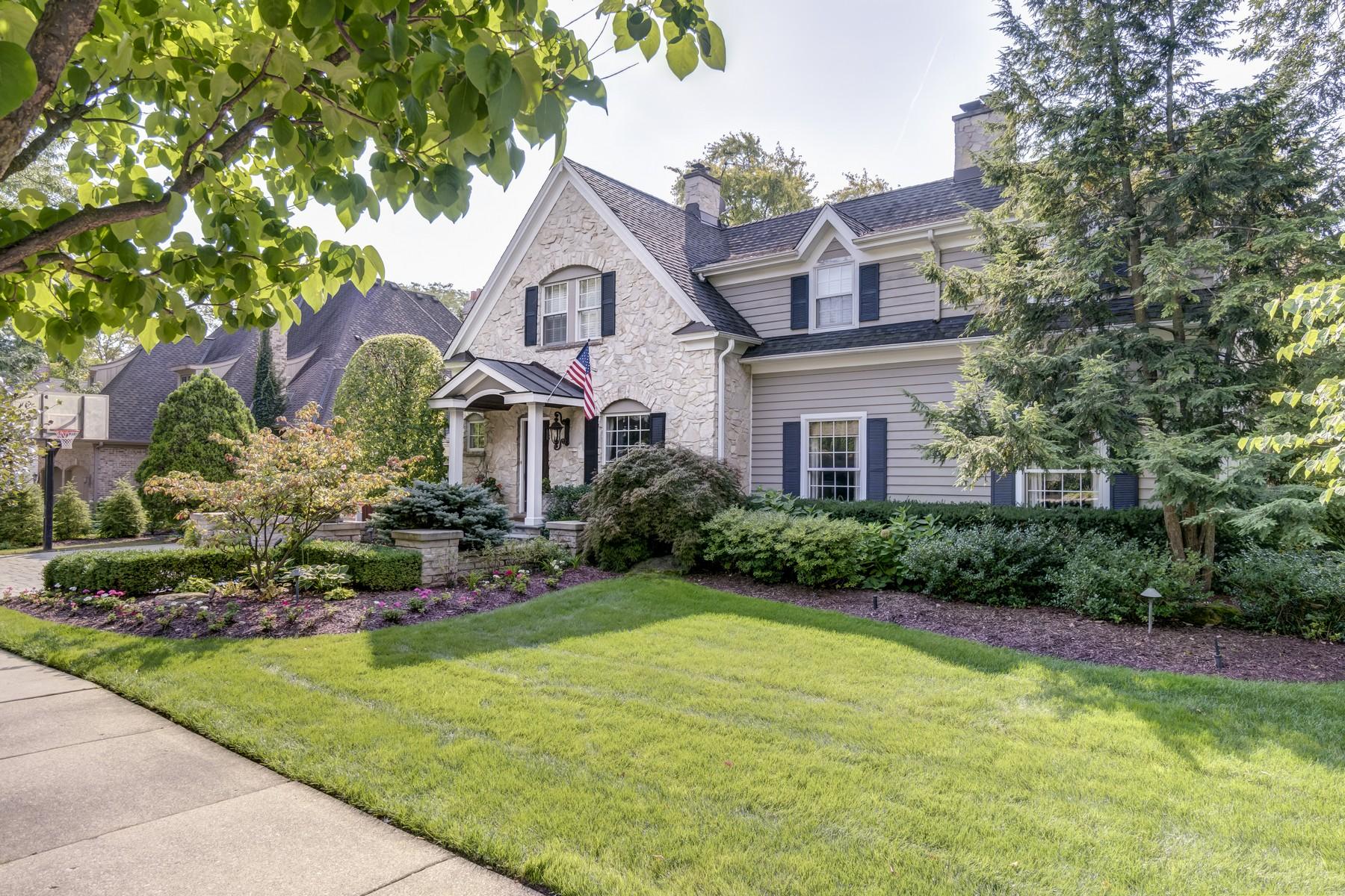 Casa para uma família para Venda às Beautiful Traditional Home 218 W Hickory Street Hinsdale, Illinois, 60521 Estados Unidos