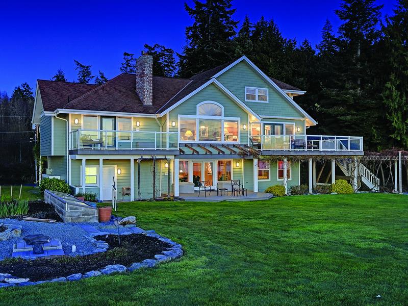 獨棟家庭住宅 為 出售 在 Eagle Crest Waterfront Home 496 Eagle Crest Rd Camano Island, 華盛頓州 98282 美國