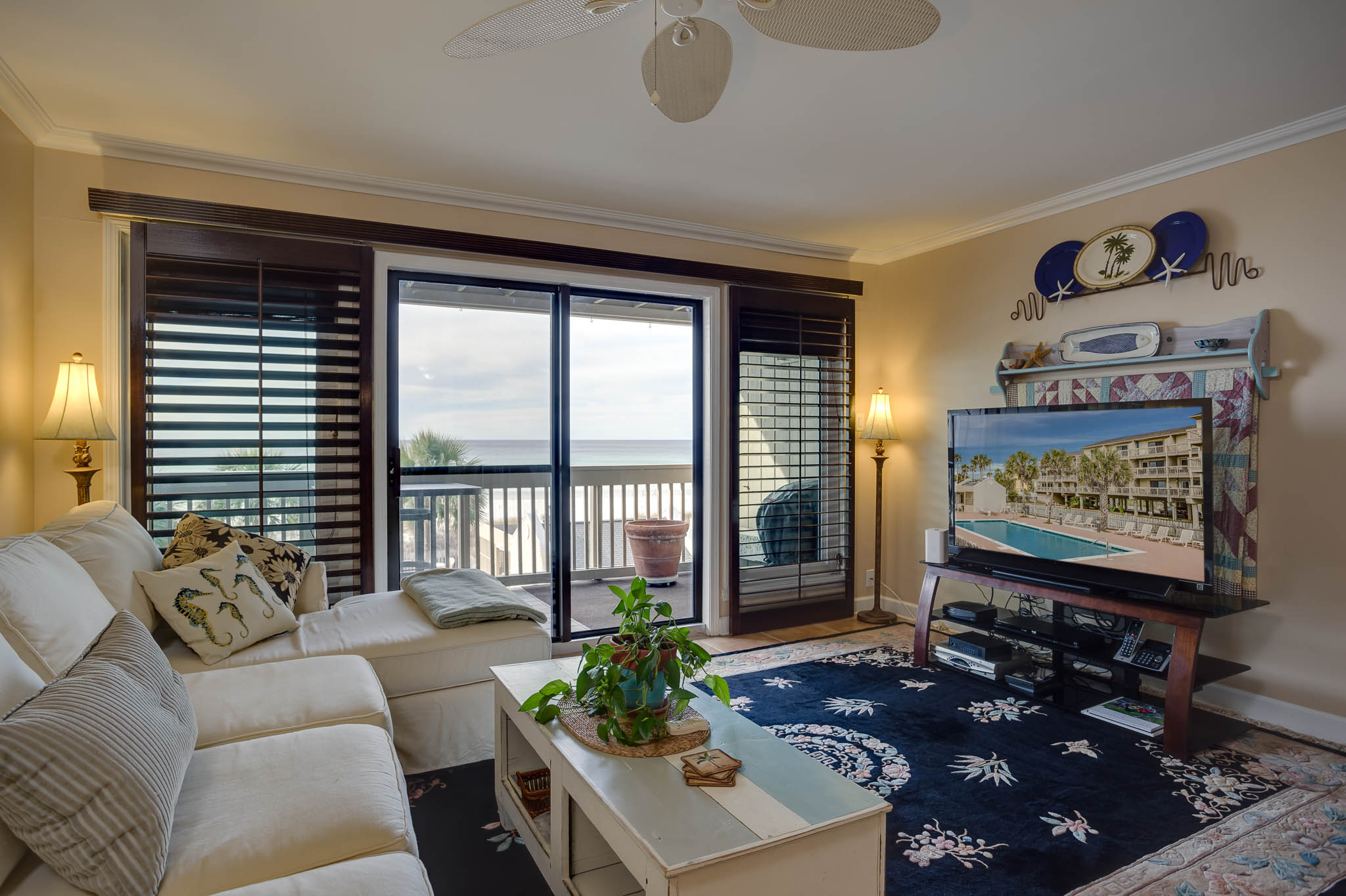 Condomínio para Venda às NEWLY REMODELED NON RENTAL BEACH FRONT CONDO 23011 Front Beach Road 57 Panama City Beach, Florida, 32413 Estados Unidos