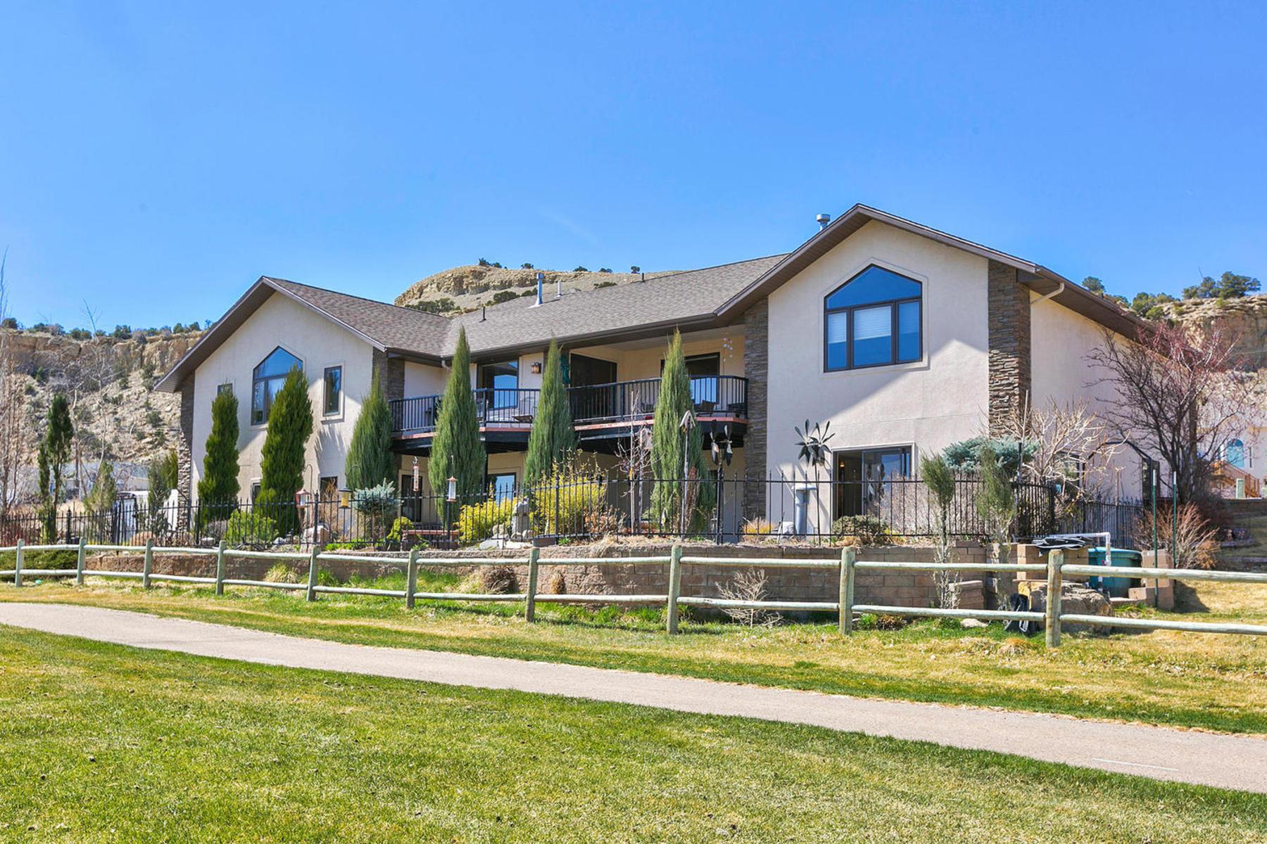 Maison unifamiliale pour l Vente à Elegant Contemporary Ranch 2572 North 2650 West Helper, Utah 84526 États-Unis