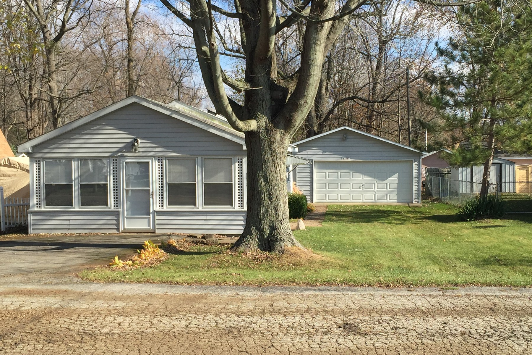 Single Family Home for Sale at Cute Cottage 43361 Van Auken Drive Bangor, Michigan, 49013 United States