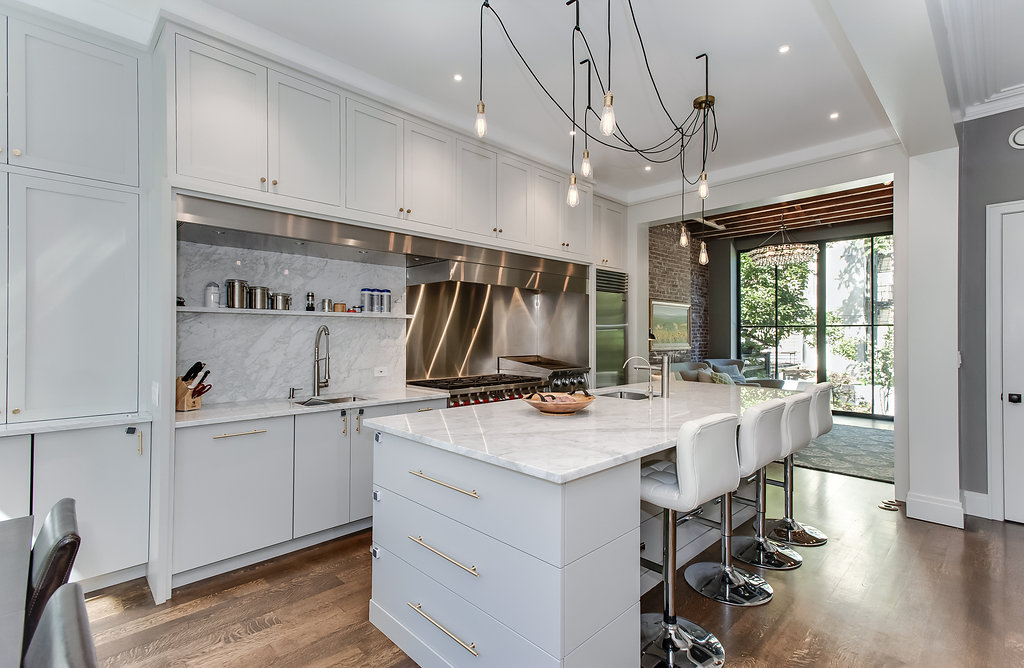 Villa per Vendita alle ore Renovated Brownstone Home + Parking! 210 - 10th Street Hoboken, New Jersey 07030 Stati Uniti