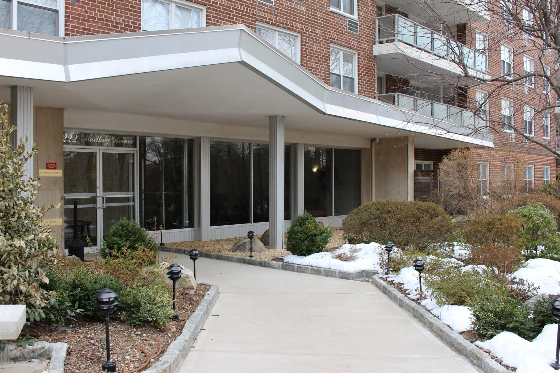 Cooperativa por un Venta en Spacious 3 Bedroom Co-Op at Castle Heights 222 Martling Avenue Tarrytown, Nueva York 10591 Estados Unidos