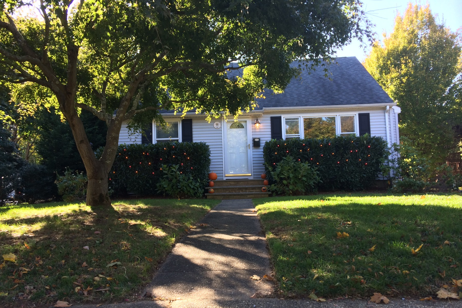 Single Family Home for Rent at Great Rental 36 Center Street Rumson, 07760 United States