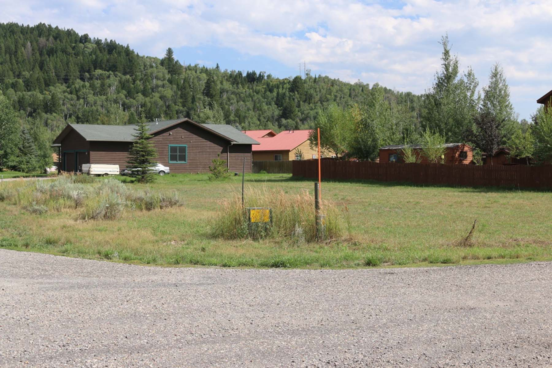 Terrain pour l Vente à Great Building Lot! Snake River Drive Lot 26 Alpine, Wyoming 83128 États-Unis