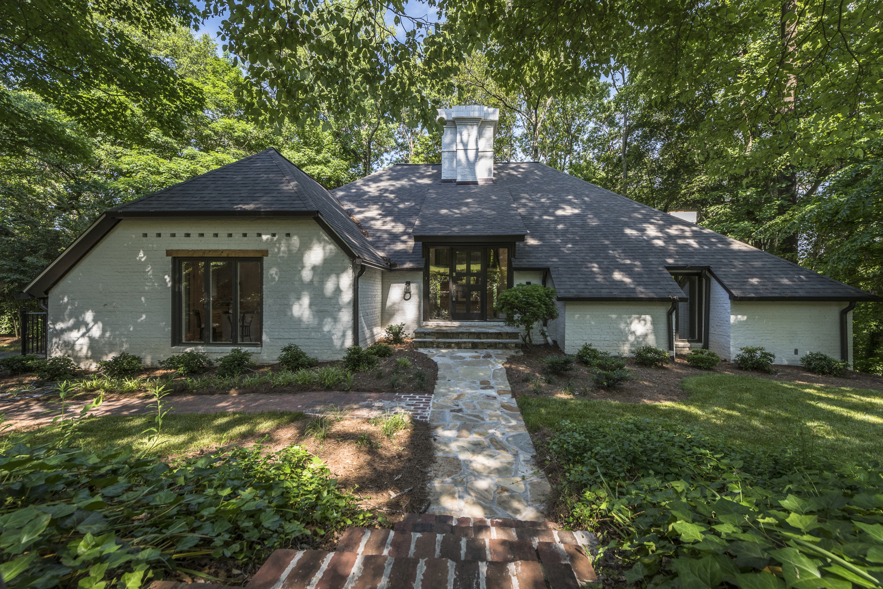 Additional photo for property listing at Renovated Home On Amazing Lot 2901 Ridgewood Circle NW Atlanta, Georgia 30327 Estados Unidos