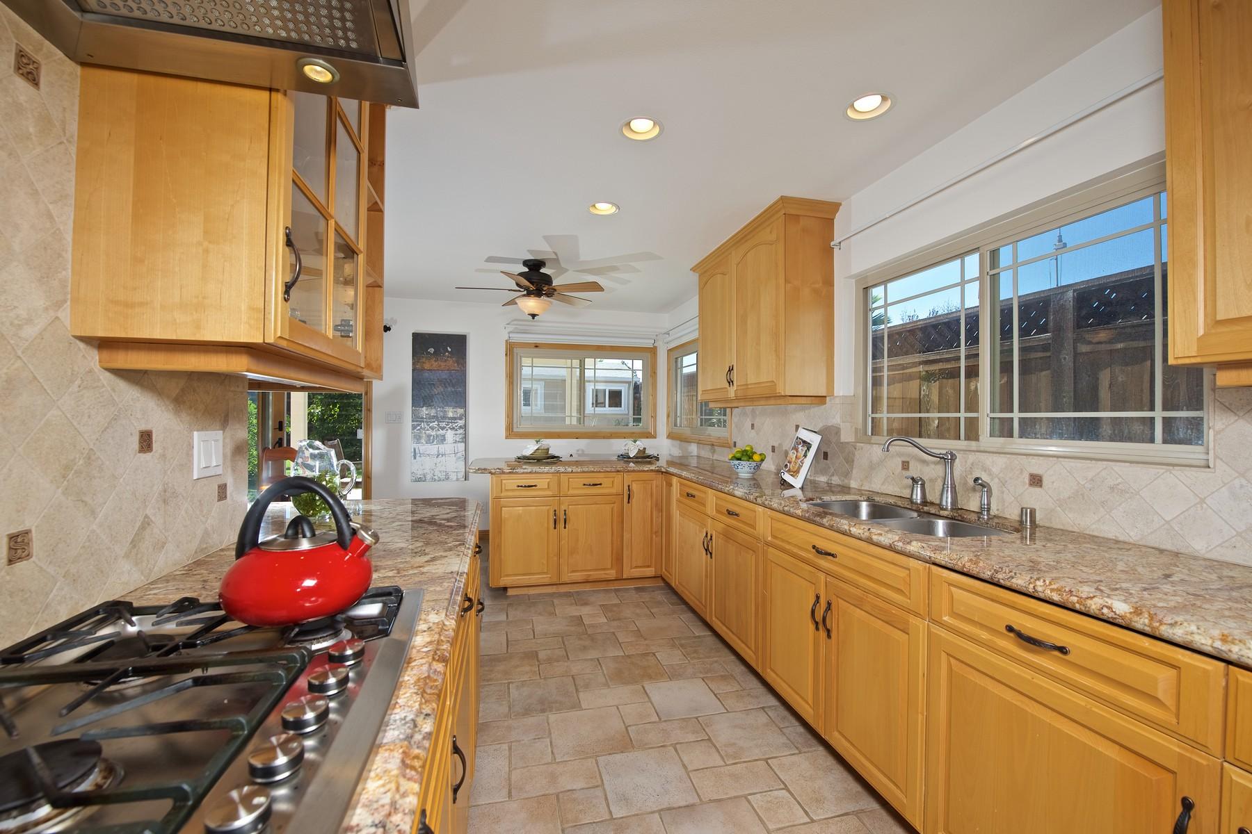 Casa Unifamiliar por un Venta en 4712 Seaford Pl San Diego, California 92117 Estados Unidos