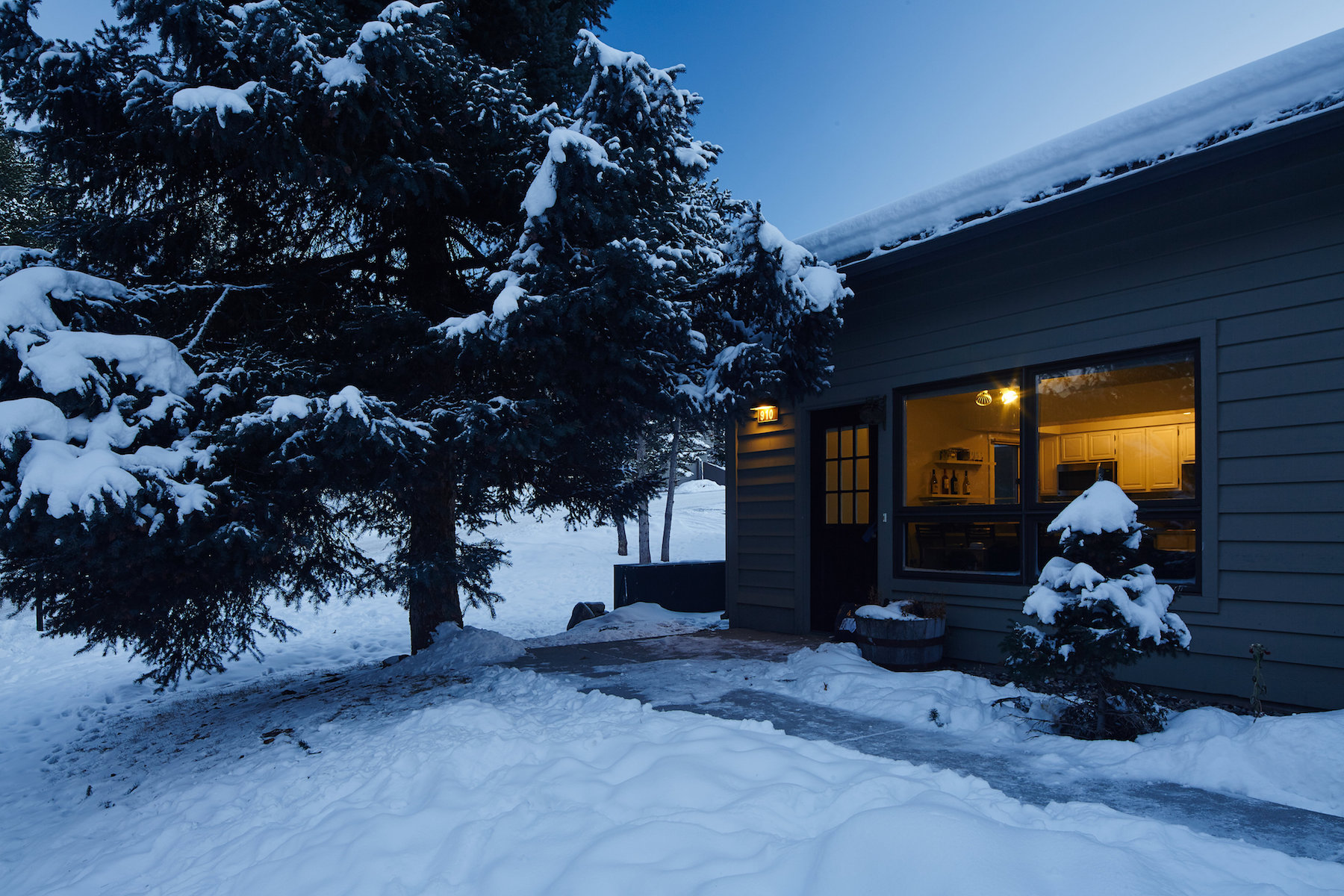 Condomínio para Venda às Hidden Village Condo 910 Sunburst Drive Big Sky, Montana 59716 Estados Unidos