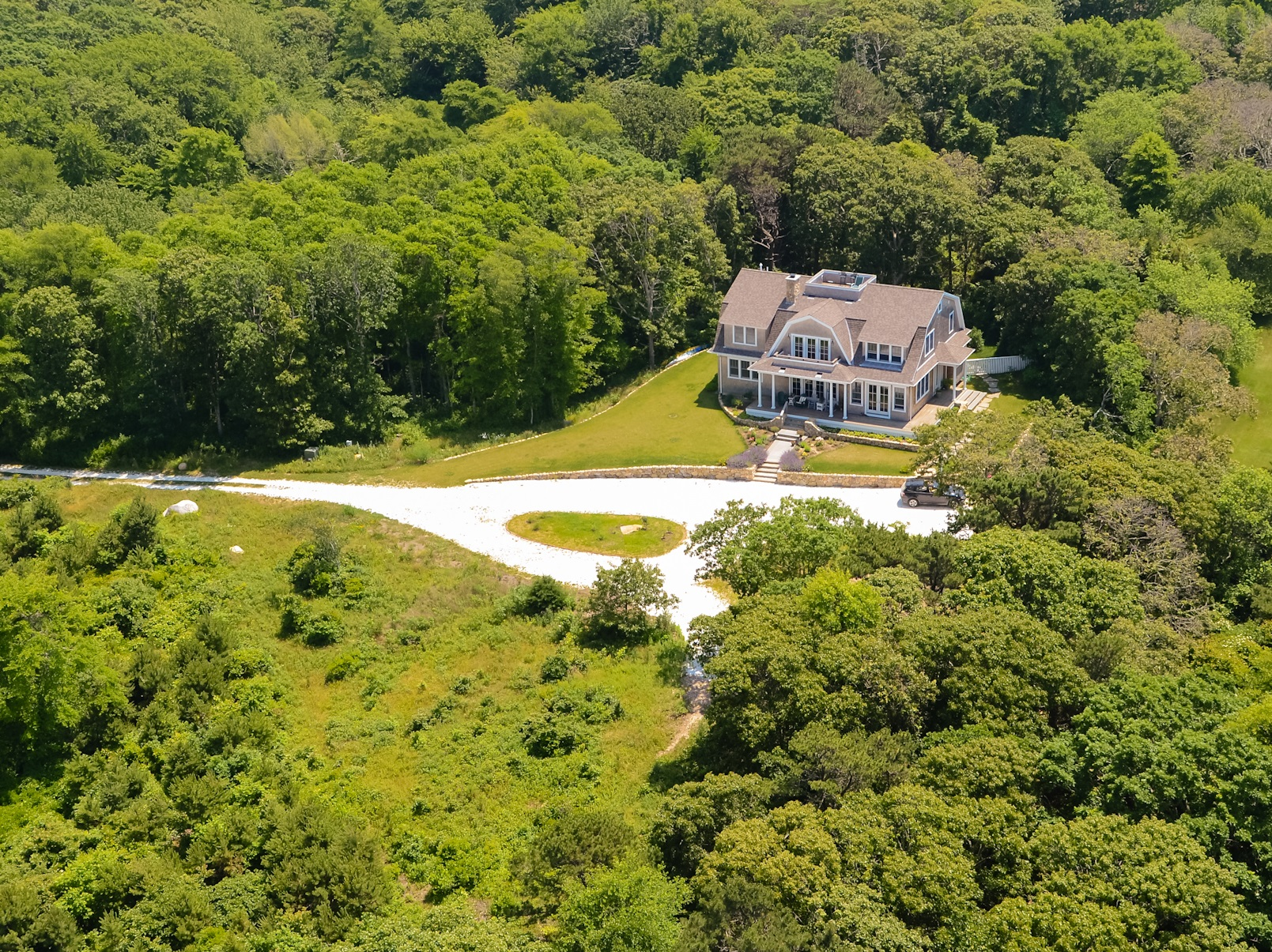 Maison unifamiliale pour l Vente à 8.6 Acre Estate with Private Association Beaches 94 Norton Farm Road West Tisbury, Massachusetts 02575 États-Unis