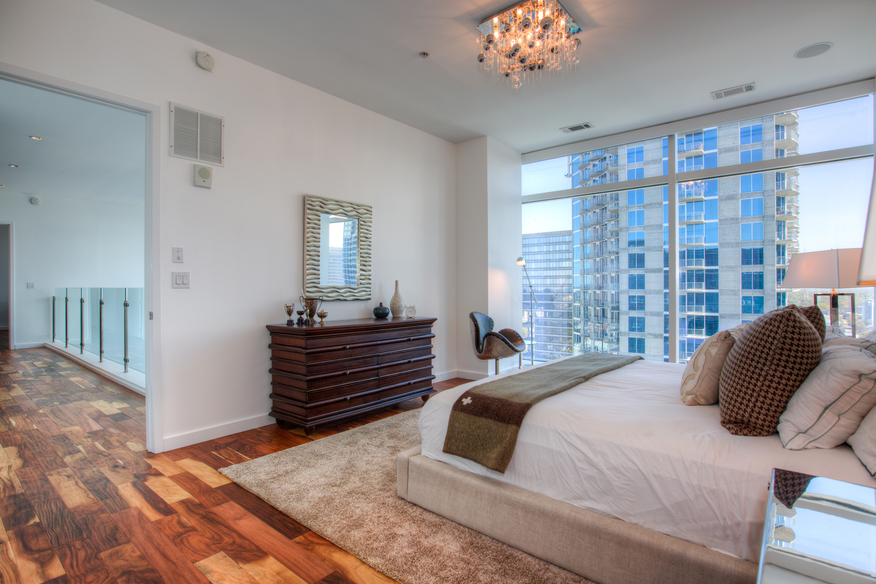 Additional photo for property listing at Sophisticated 2-Level Atlanta Penthouse with Luxury Hotel Amenities 45 Ivan Allen Jr Boulevard PH#2706 Atlanta, Γεωργια 30308 Ηνωμενεσ Πολιτειεσ