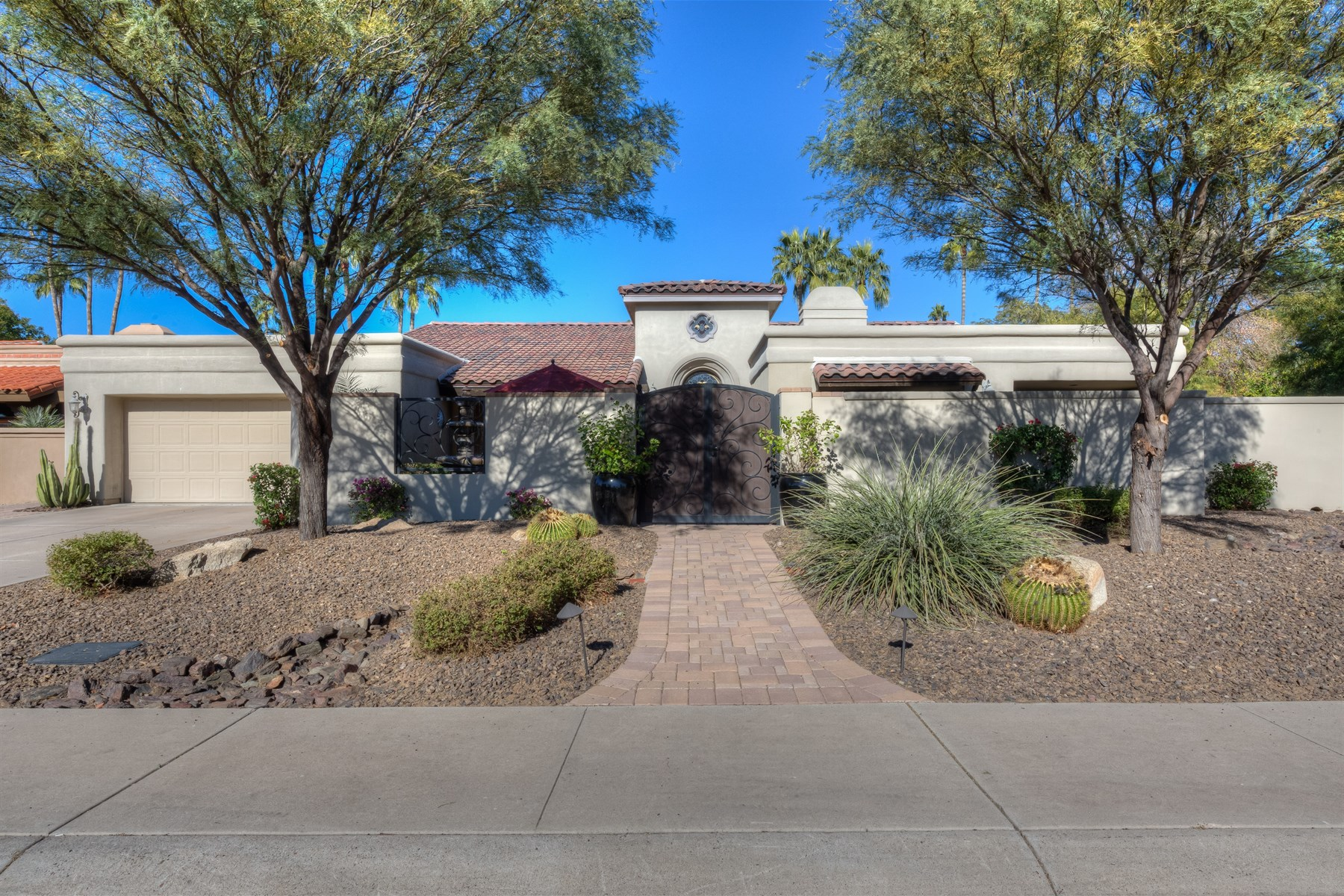 Single Family Home for Sale at Beautiful Scottsdale Ranch home 9740 E Gold Dust Ave Scottsdale, Arizona, 85258 United States
