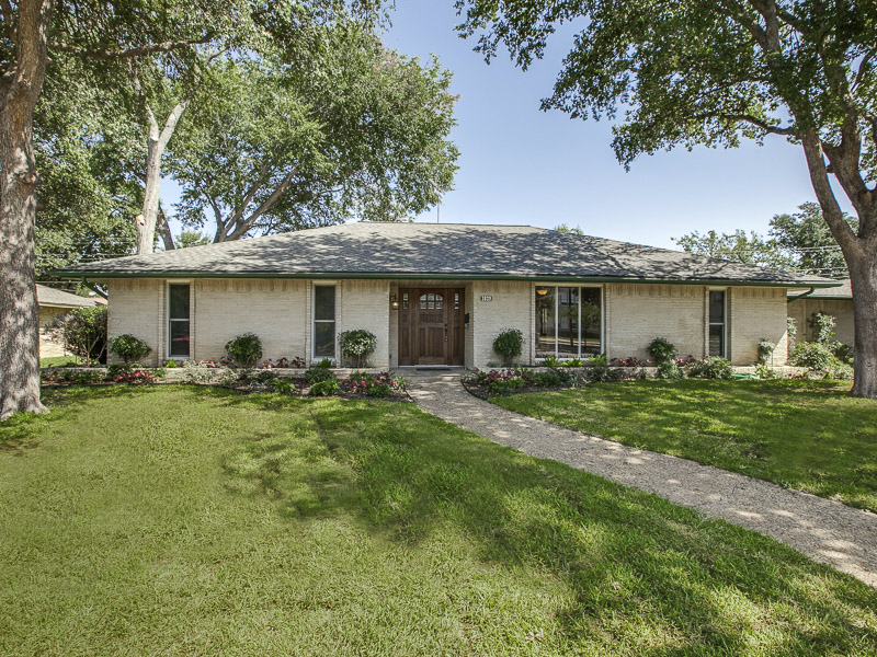 Single Family Home for Sale at Open and Inviting Home 3829 Crown Shore Drive Dallas, Texas 75244 United States