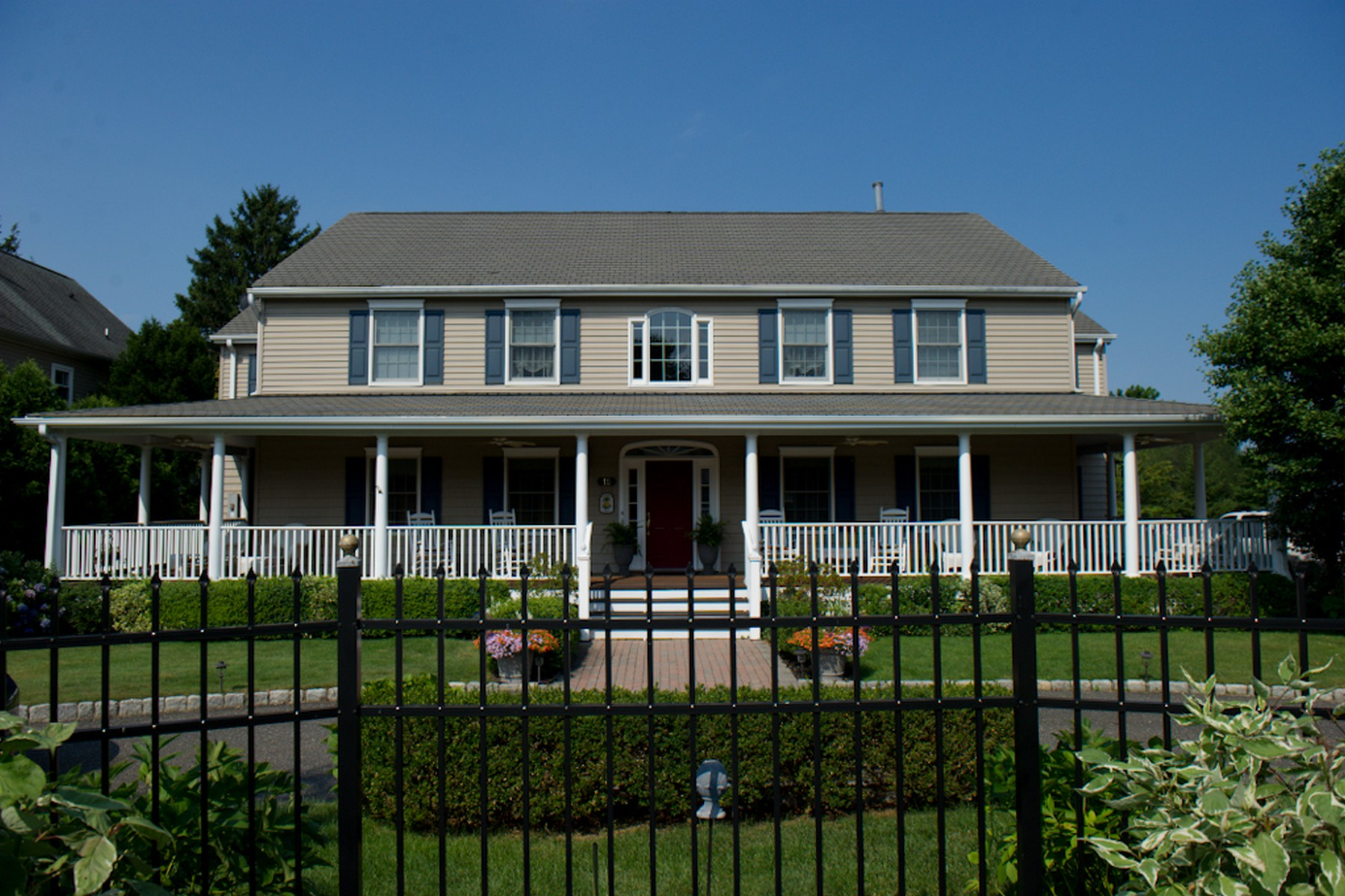 Частный односемейный дом для того Продажа на 15 Munroe Ave. West Long Branch, Нью-Джерси 07764 Соединенные Штаты