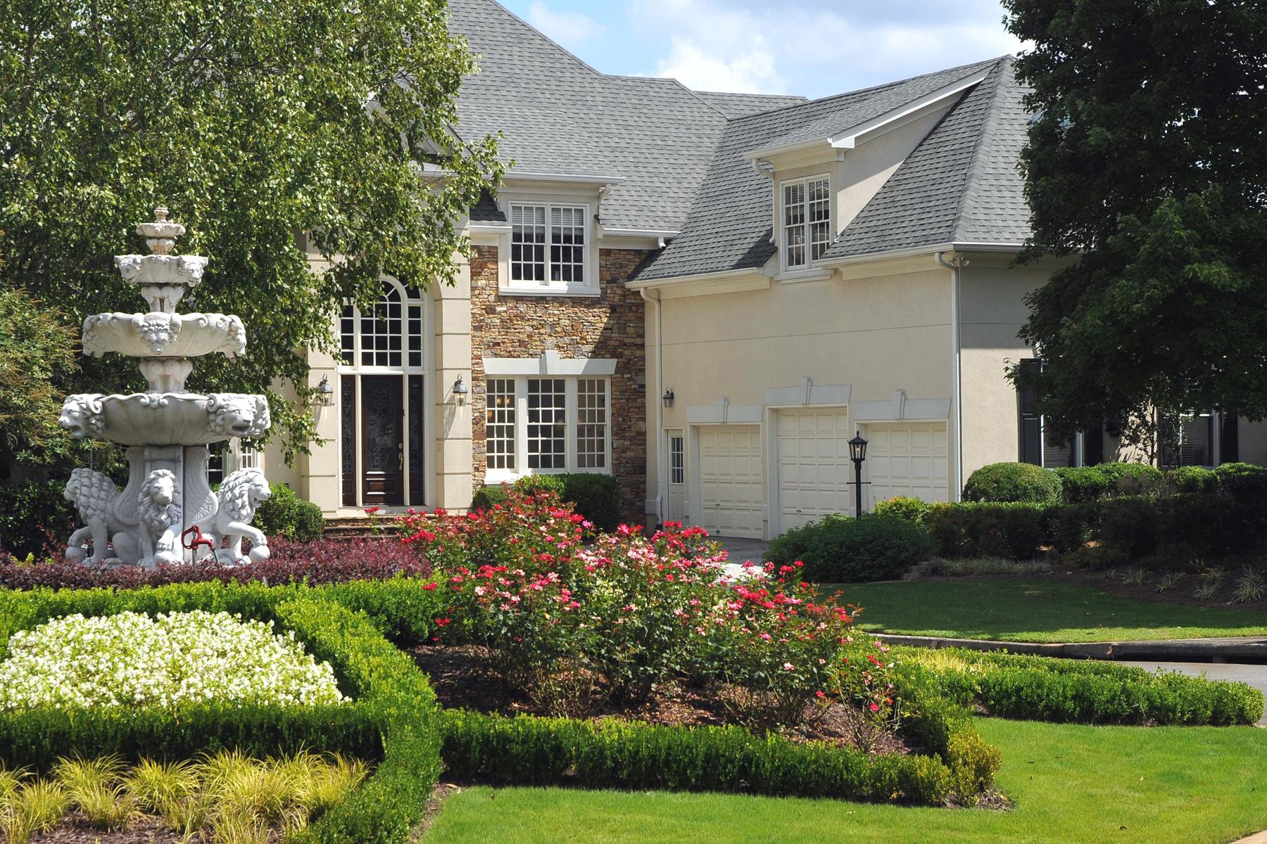 Maison unifamiliale pour l Vente à East Cobb Gem 911 Saint Lyonn Courts Marietta, Georgia, 30068 États-Unis