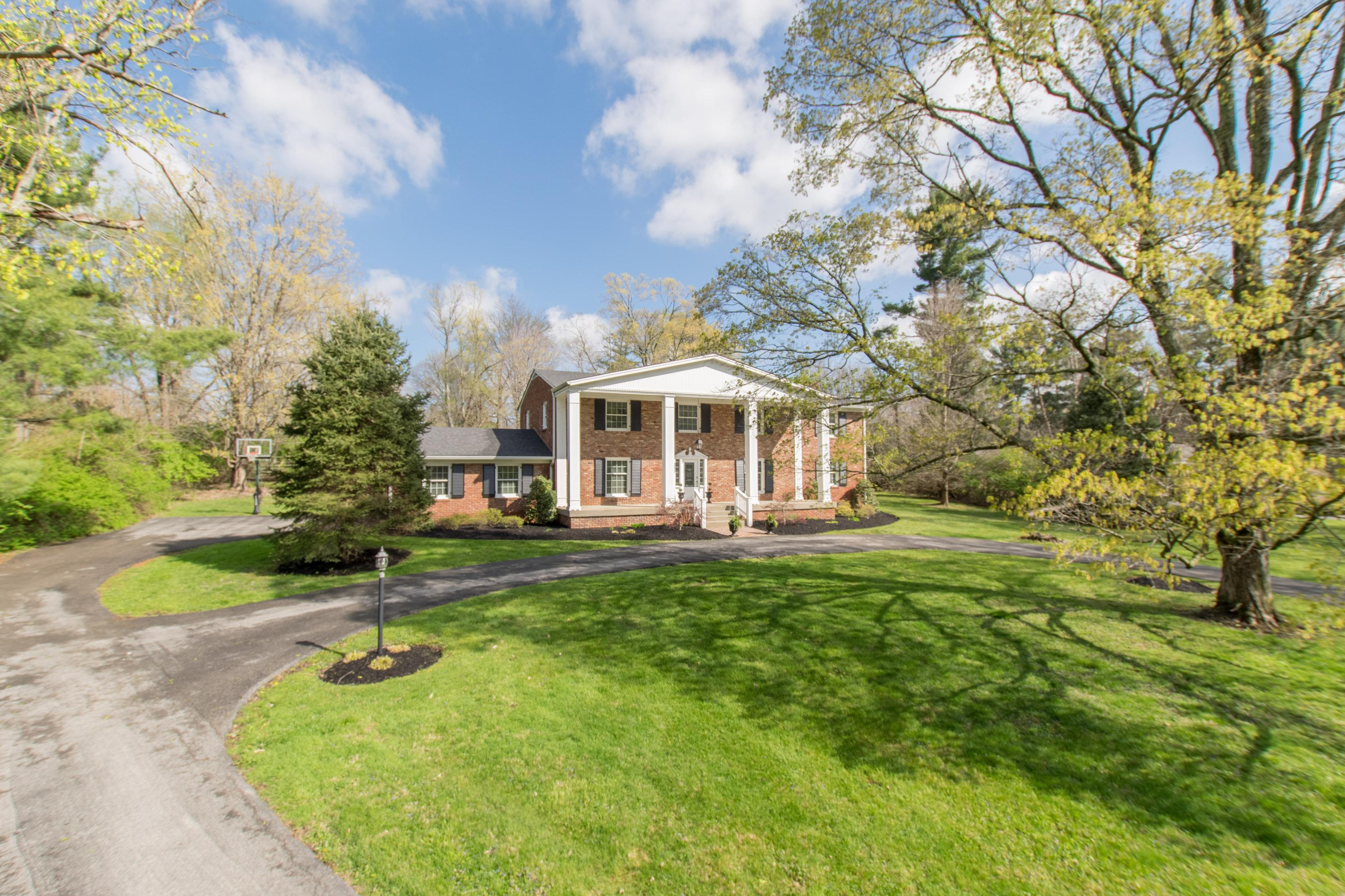 独户住宅 为 销售 在 11505 Valley View Road 安克雷奇, 肯塔基州, 40223 美国