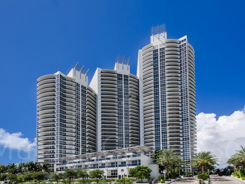 Condominio per Vendita alle ore 400 Alton Rd Unit 604 Miami Beach, Florida 33139 Stati Uniti