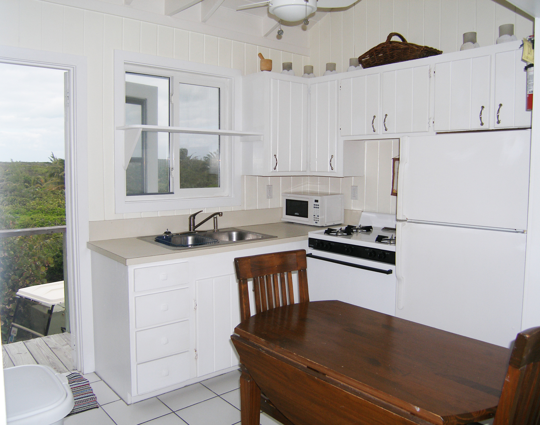 Additional photo for property listing at Surf Cottage Elbow Cay Hope Town, Abaco Bahamas