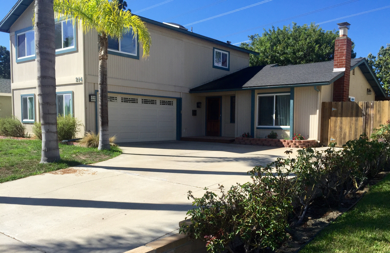 Maison unifamiliale pour l Vente à 214 Village Run West Encinitas, Californie 92024 États-Unis