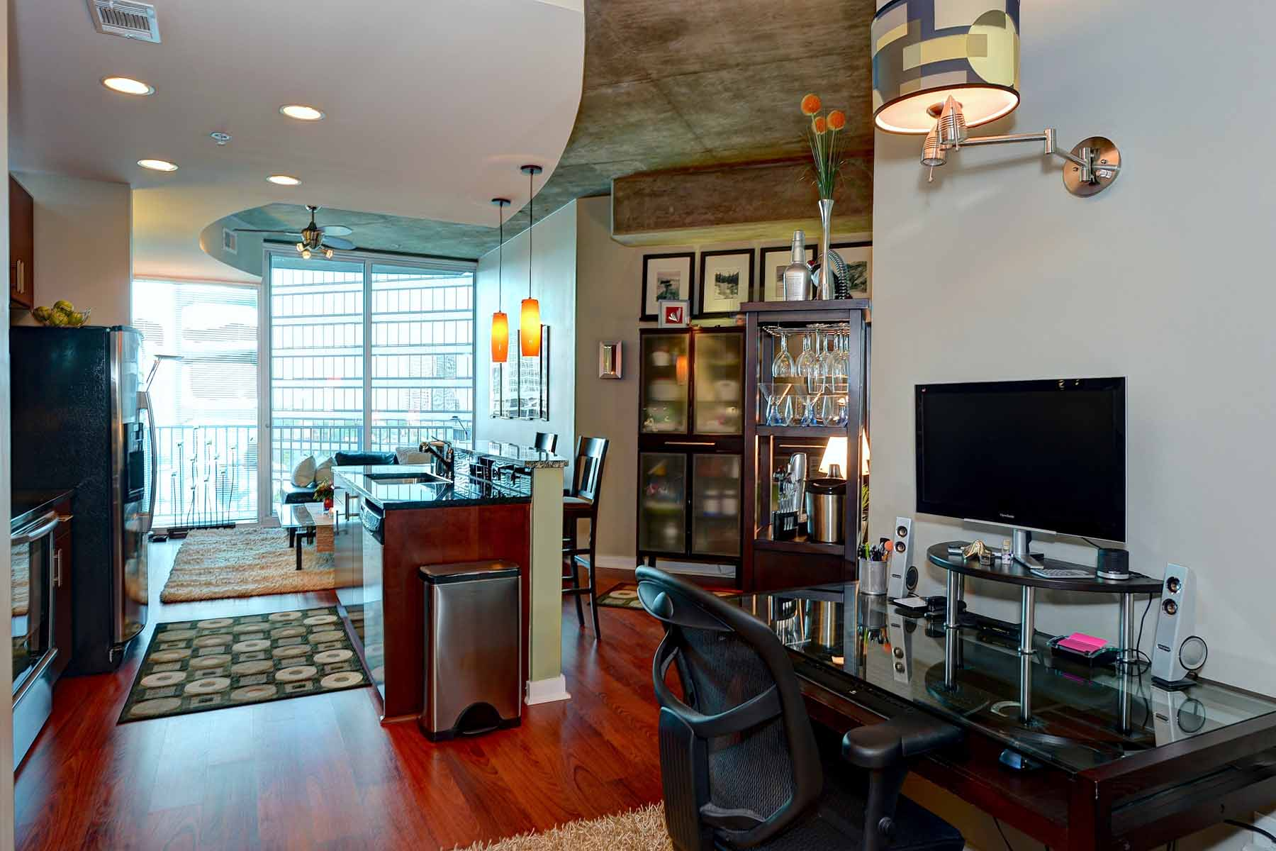 Condominium for Sale at Amazing high rise condo facing Northeast with a Midtown view! 400 West Peachtree Street NE Unit 1014 Atlanta, Georgia 30308 United States