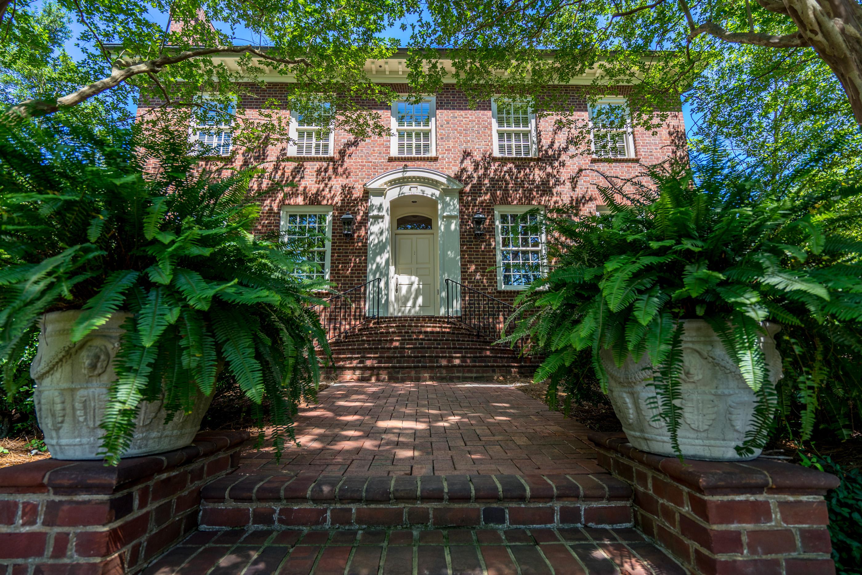 Einfamilienhaus für Verkauf beim Country Club Hills 2815 Lassiter Mill Road Raleigh, North Carolina, 27609 Vereinigte StaatenIn/Rund um: Apex, Cary, Holly Springs, Chapel Hill, Durham