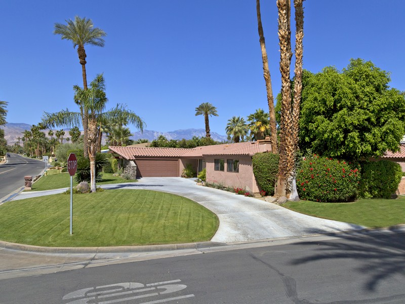 Single Family Home for Sale at 76430 Fairway Drive Indian Wells, California 92210 United States