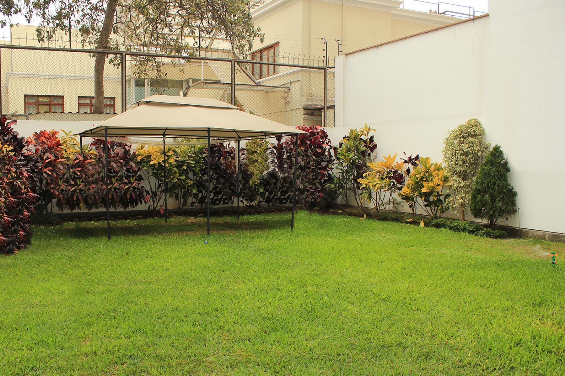 Apartment for Sale at Acogedor departamento con lindo jardin Av. 2 de Mayo San Isidro, Lima, 27 Peru