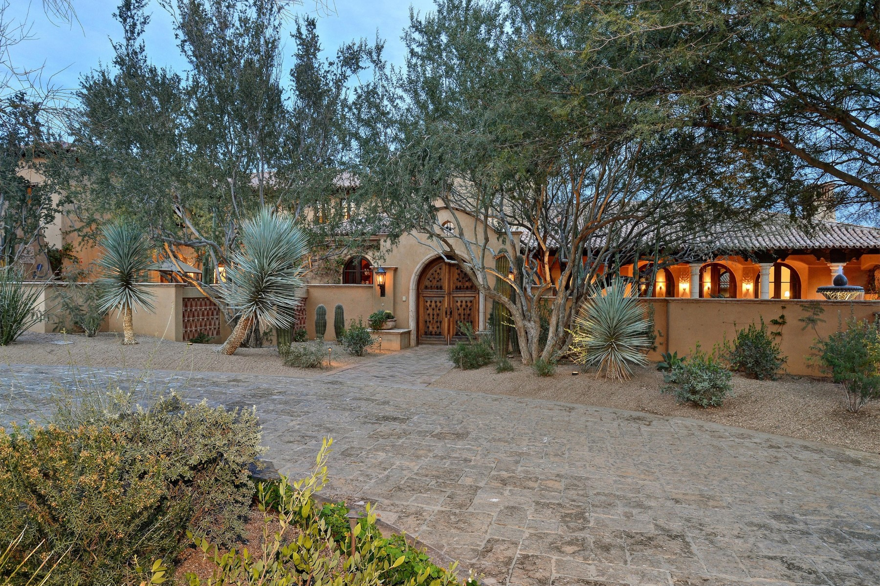 Villa per Vendita alle ore Great value at the base of Camelback Mountain with stunning views 5515 N Saguaro Rd Paradise Valley, Arizona, 85253 Stati Uniti