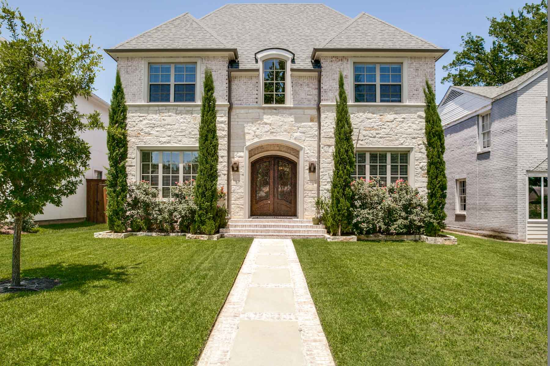 단독 가정 주택 용 매매 에 Perfect Family Home within Walking Distance to High School 4328 Druid Lane Dallas, 텍사스, 75205 미국