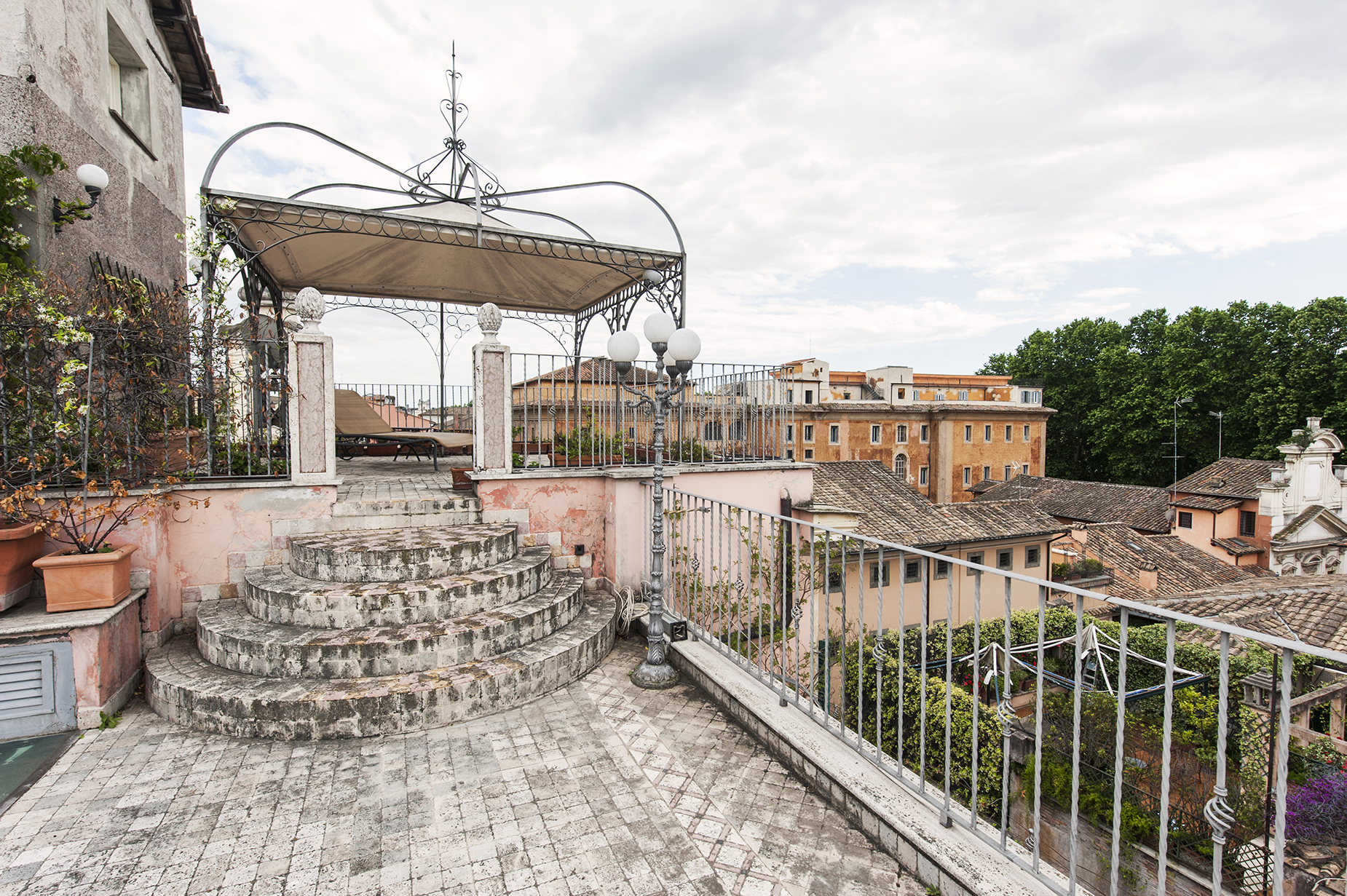 Additional photo for property listing at Charming penthouse in Via Giulia Rome, Rome Italy