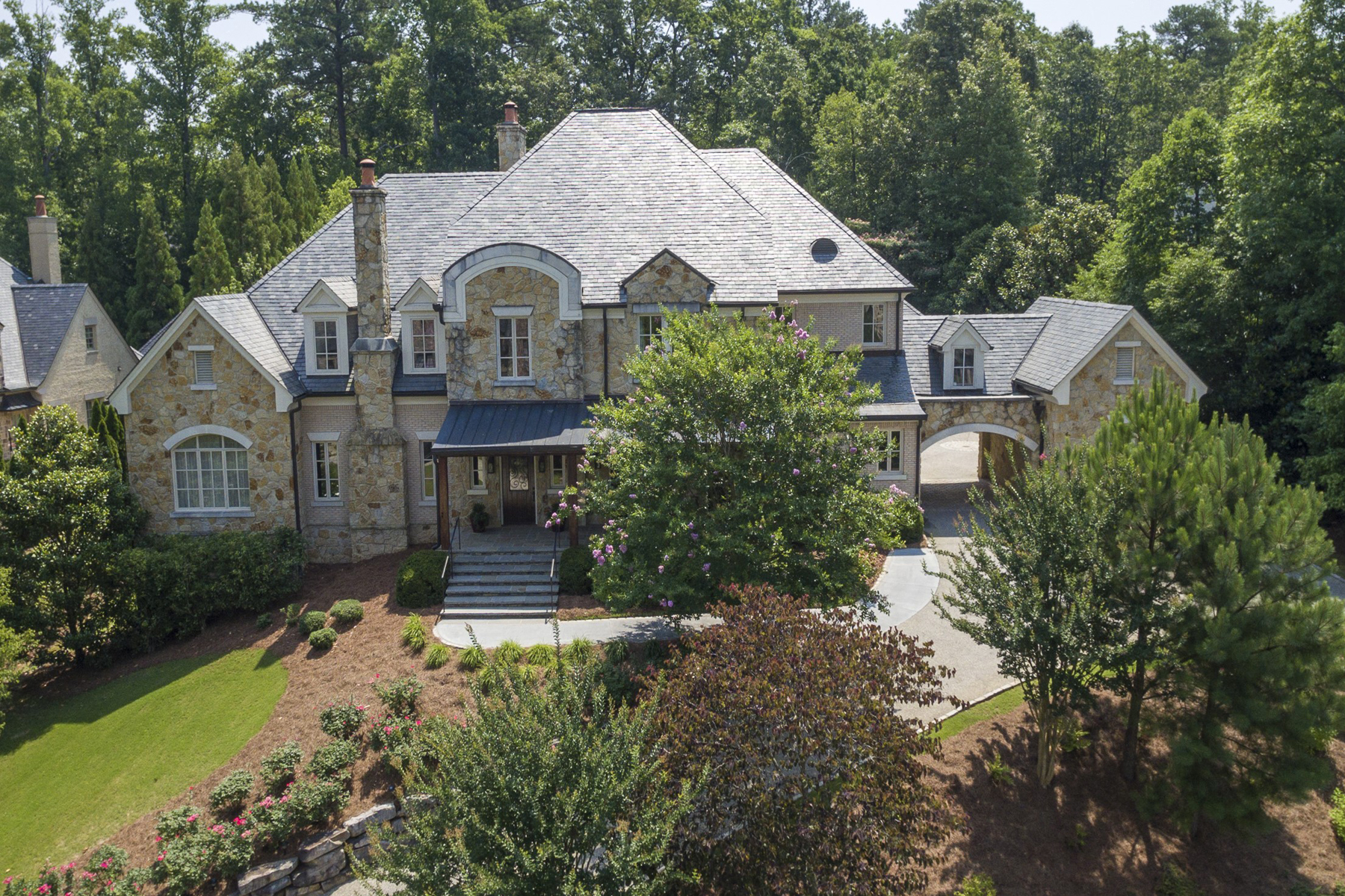 Villa per Vendita alle ore Private Estate On Cul-de-sac 4231 Whitestone Place Atlanta, Georgia, 30327 Stati Uniti