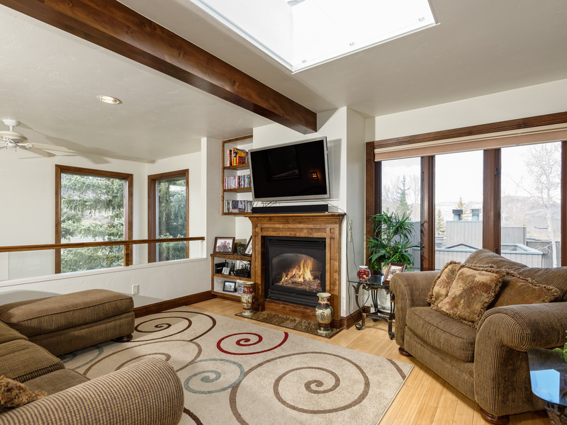 独户住宅 为 销售 在 Snowmass SF Home Renovated in 2014 70 Meadow Ranch Rd Snowmass Village, 科罗拉多州 81615 美国