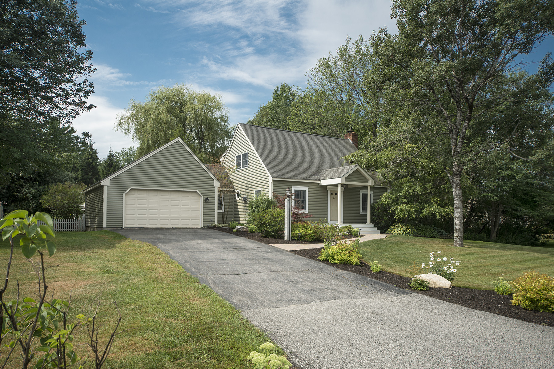 Single Family Home for Sale at 8 Madison Drive Yarmouth, Maine, 04096 United States